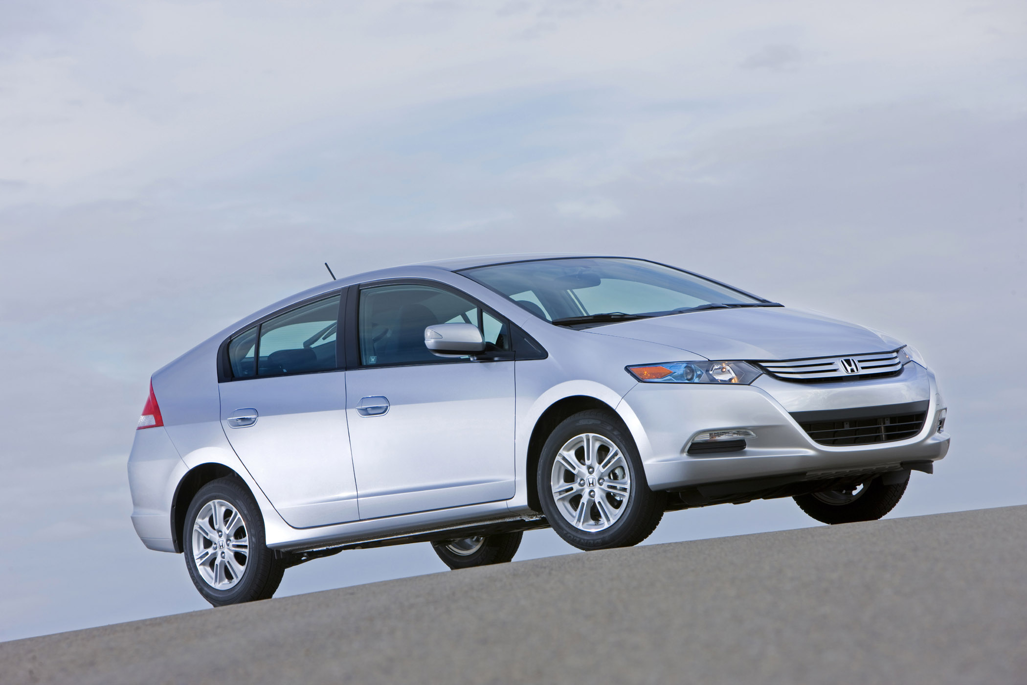 Hybrid Smackdown 2010 Honda Insight Vs 2010 Toyota Prius Down