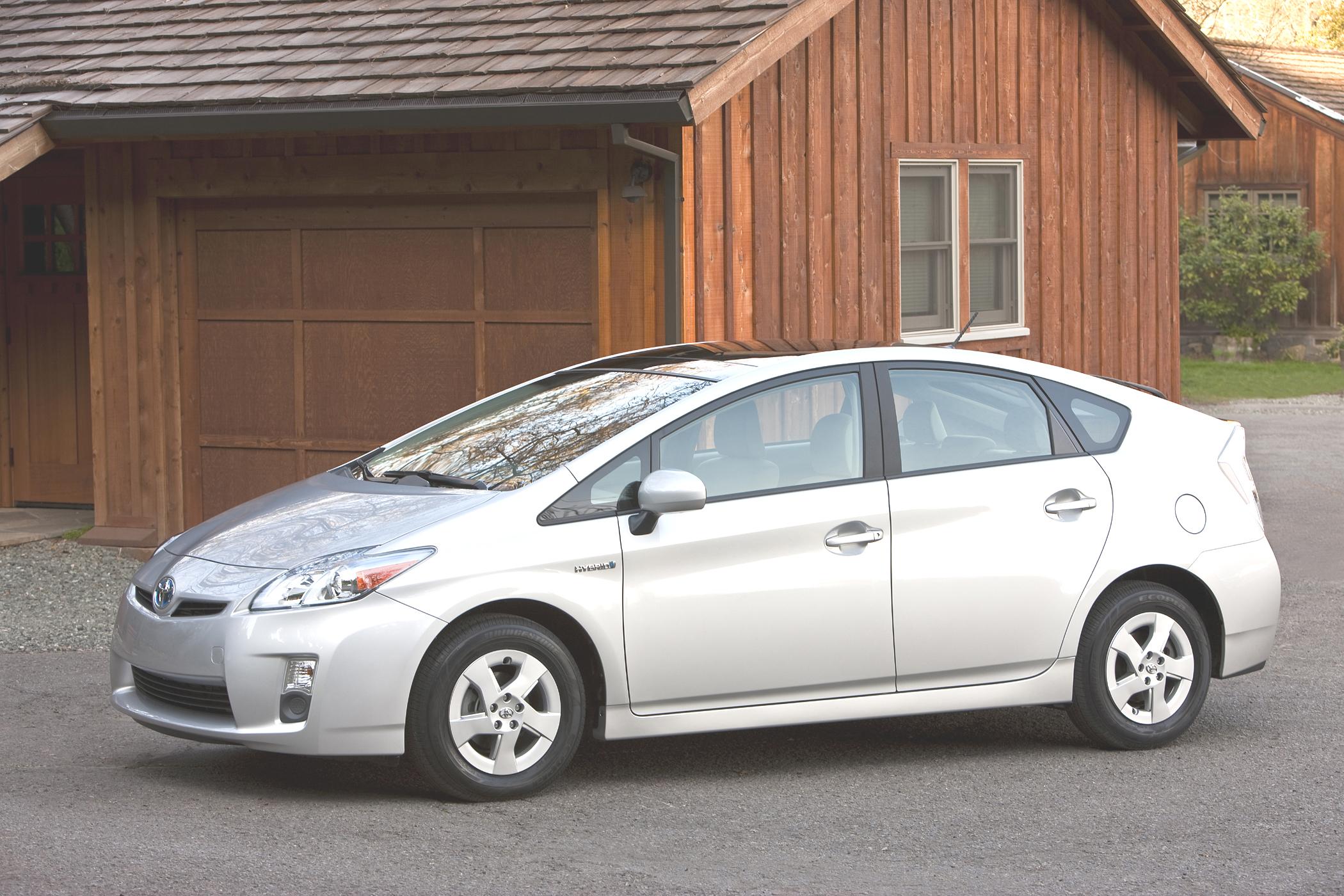 Hybrid smackdown: 2010 Honda Insight vs  2010 Toyota Prius