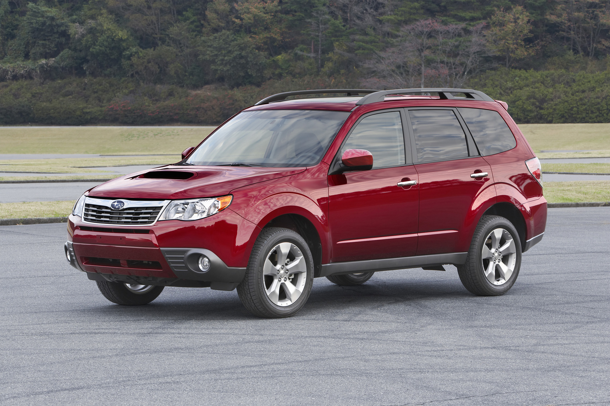 all new subaru forester is more suv looking for 2009 new on wheels groovecar. Black Bedroom Furniture Sets. Home Design Ideas