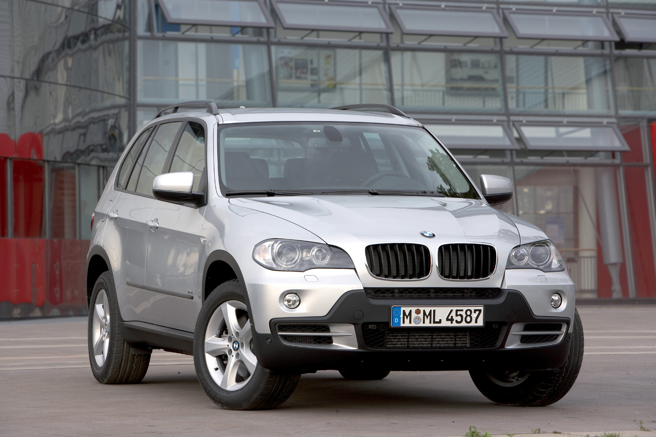 chariot of the gods the new diesel bmw x5 xdrive 35d new on wheels groovecar. Black Bedroom Furniture Sets. Home Design Ideas