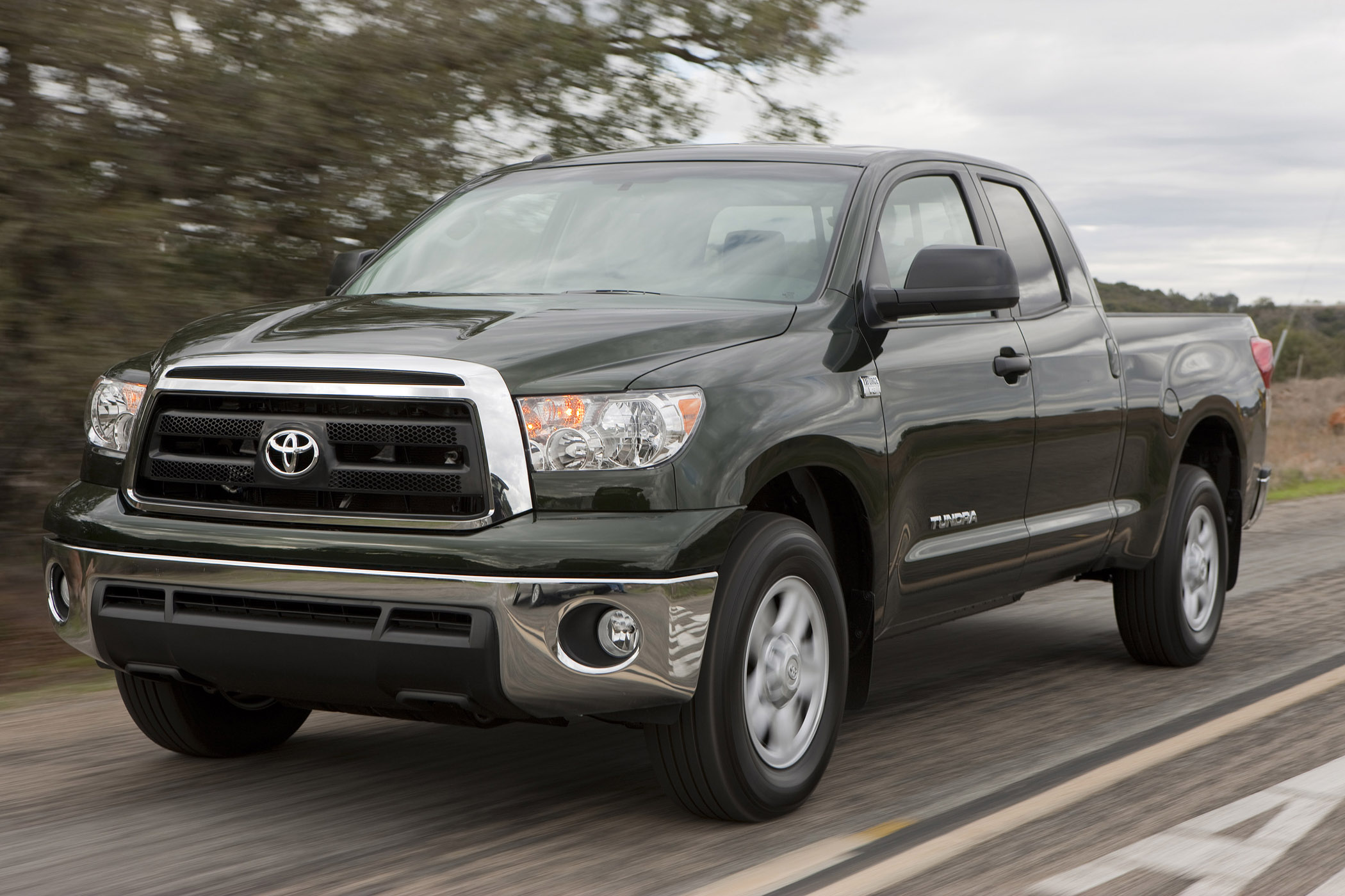 toyota tundra double cab is a serious full size pickup. Black Bedroom Furniture Sets. Home Design Ideas