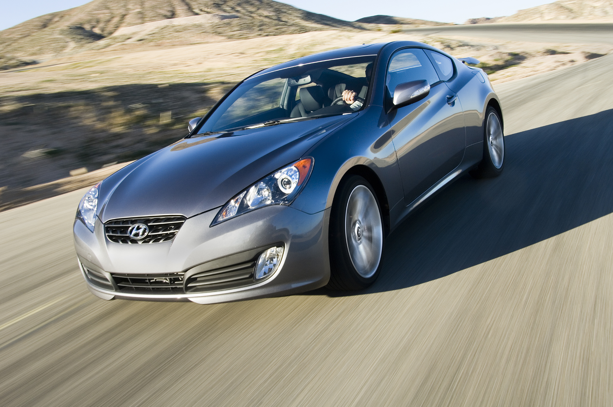 coupe market scooped by all new 2010 hyundai genesis. Black Bedroom Furniture Sets. Home Design Ideas