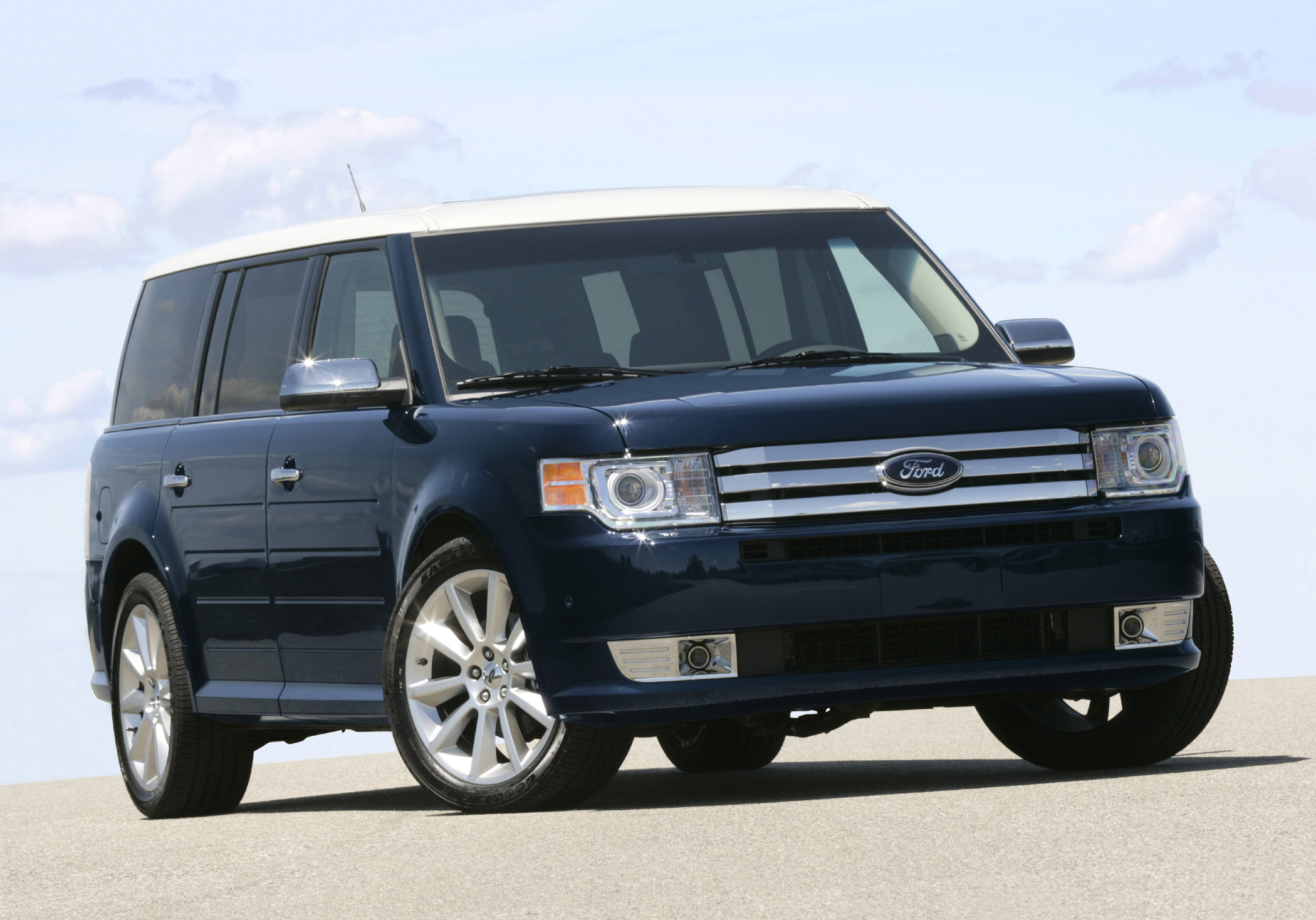 Manufacturer photo the 2010 ford flex with ecoboost can tow and haul with the big