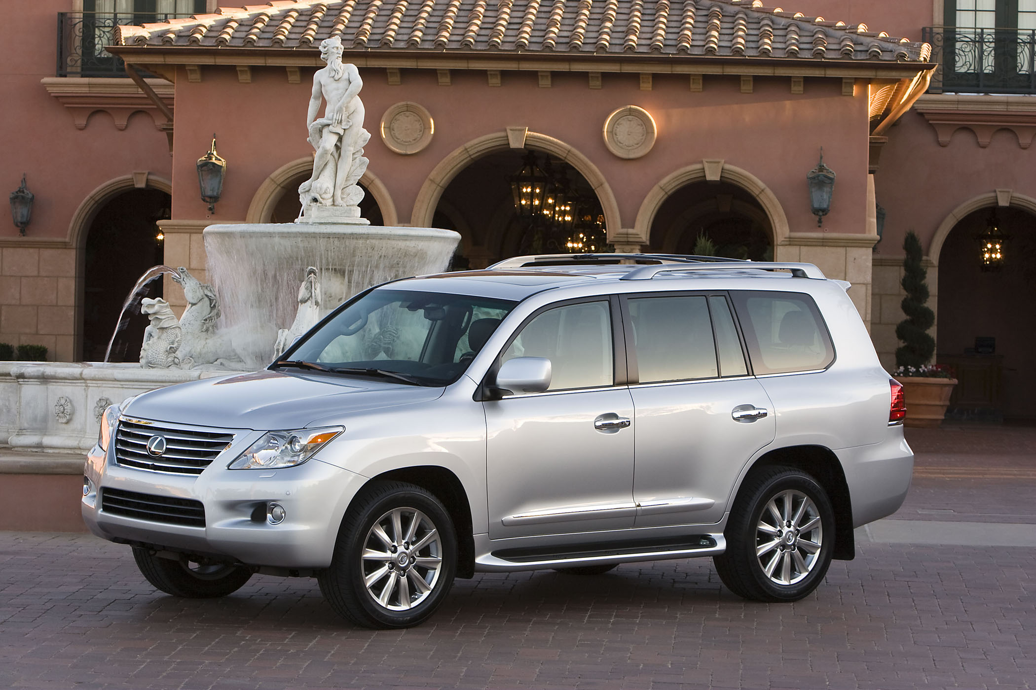 2010 lexus lx 570 is off road capable confident anywhere. Black Bedroom Furniture Sets. Home Design Ideas