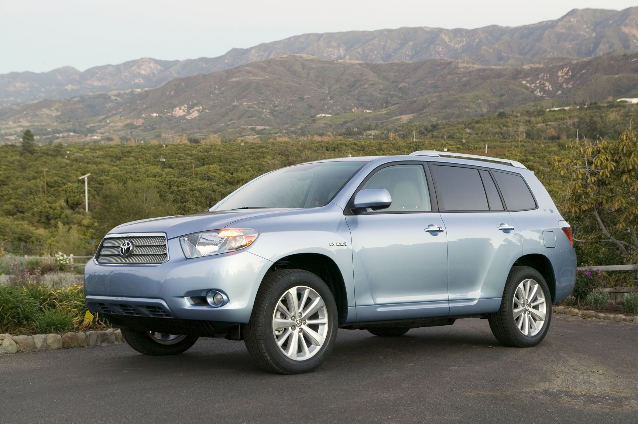 2010 toyota highlander is full hybrid sport utility. Black Bedroom Furniture Sets. Home Design Ideas