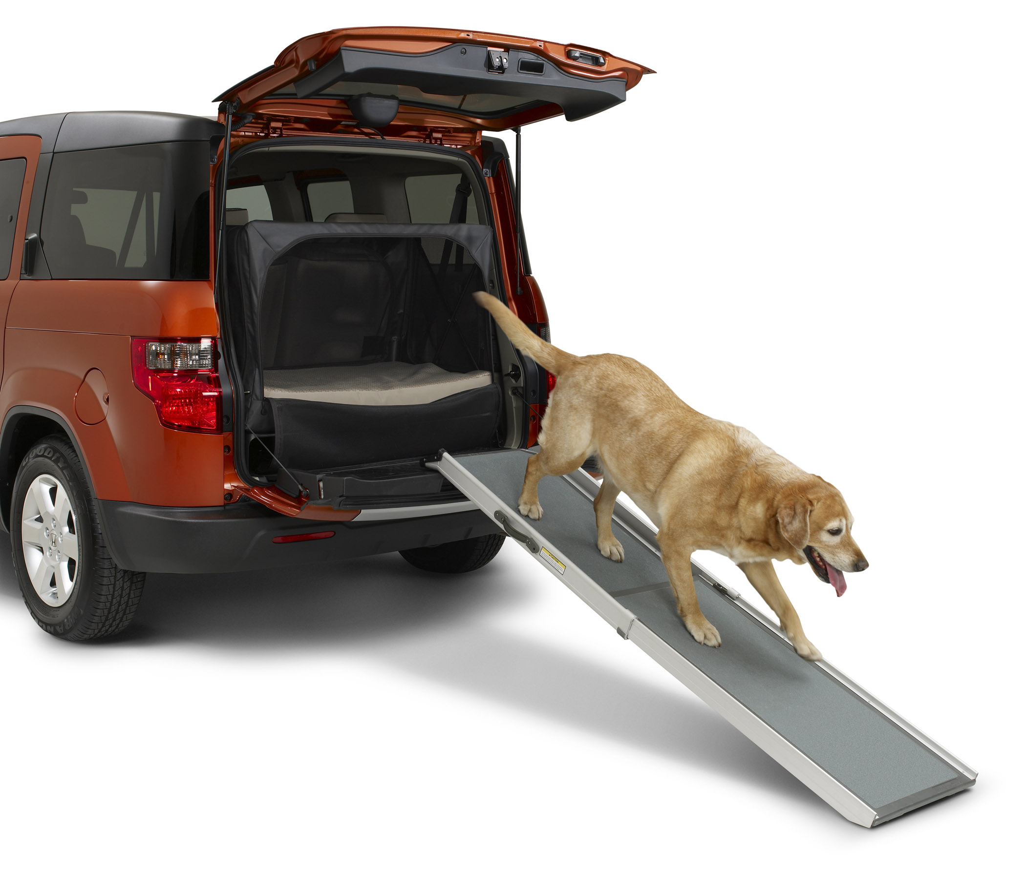 2010 Honda Element Equipped With A Travel Dog Kennel