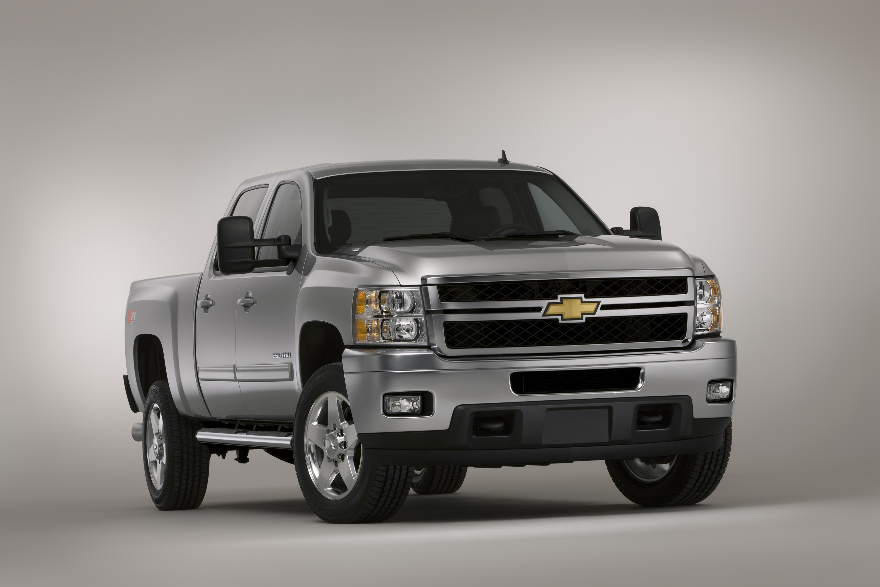 2011 chevy silverado heavy duty stronger and sturdier truck talk groovecar. Black Bedroom Furniture Sets. Home Design Ideas