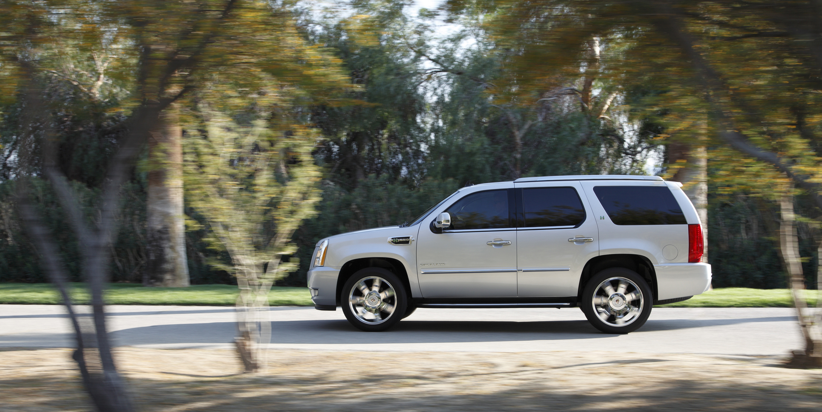 Manufacturer Photo The 2010 Cadillac Escalade Hybrid Achieves Fuel Economy Ratings Of 20 Miles Per