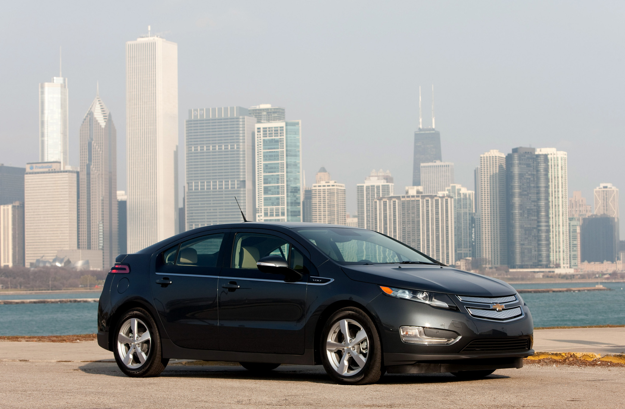 Manufacturer photo the chevrolet volt is powered by gm s revolutionary voltec propulsion system consisting