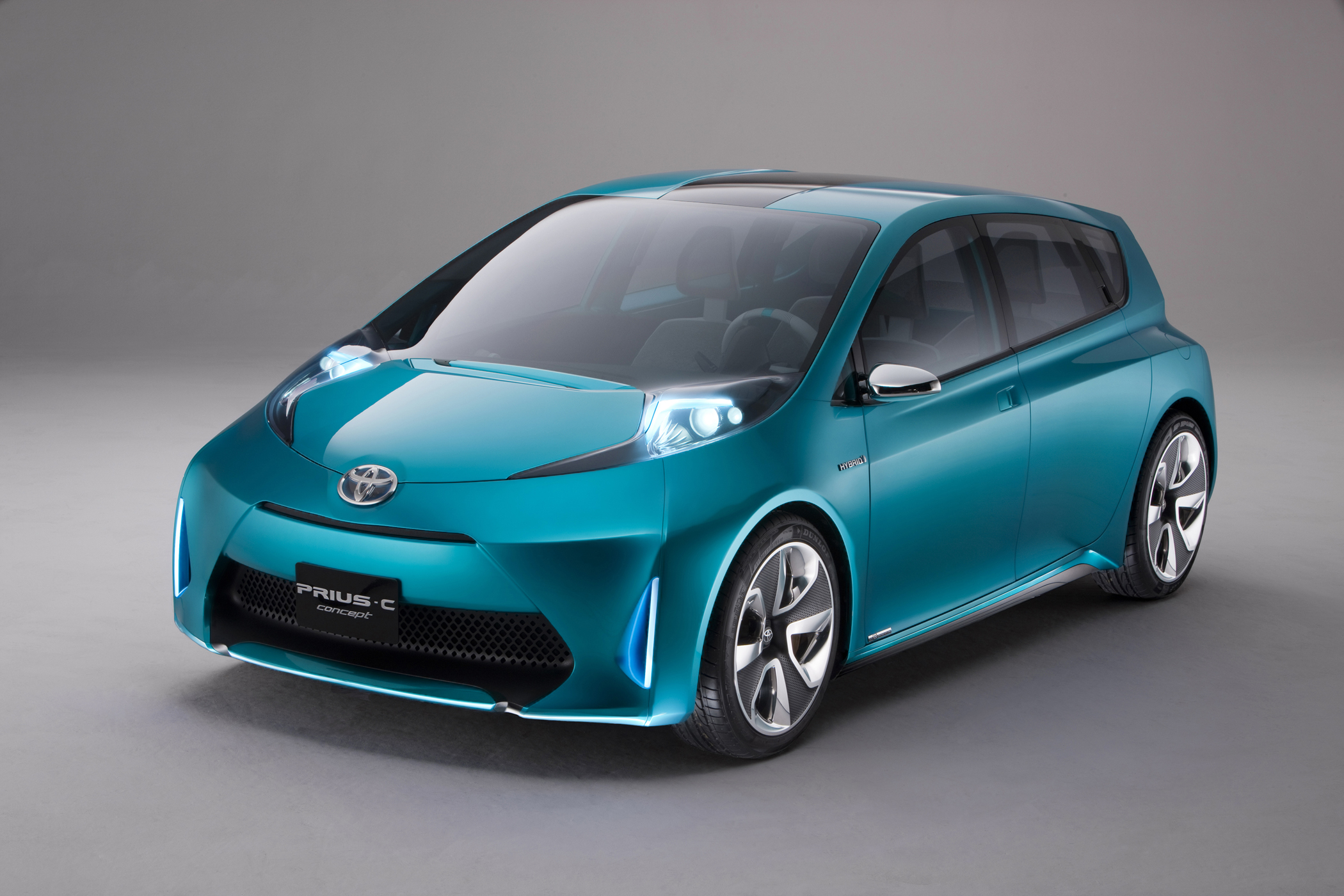 Toyota Has Sold Nearly A Million Prius Vehicles In The U S Since Car Launch 2000 Name Is Synonymous With Efficiency