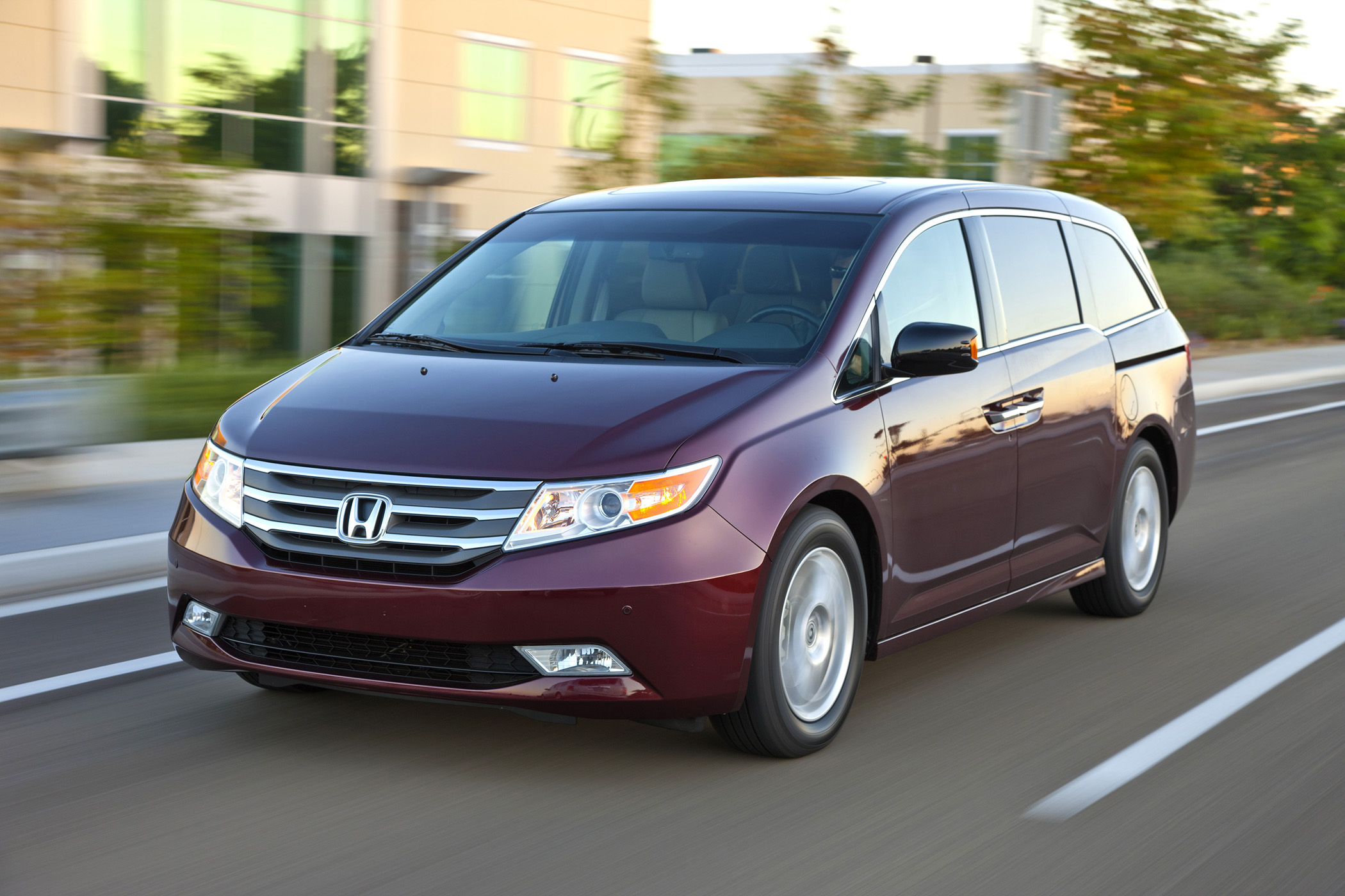 Manufacturer Photo: The Completely Redesigned Honda Odyssey Enters 2011  With A More Distinctive Style,