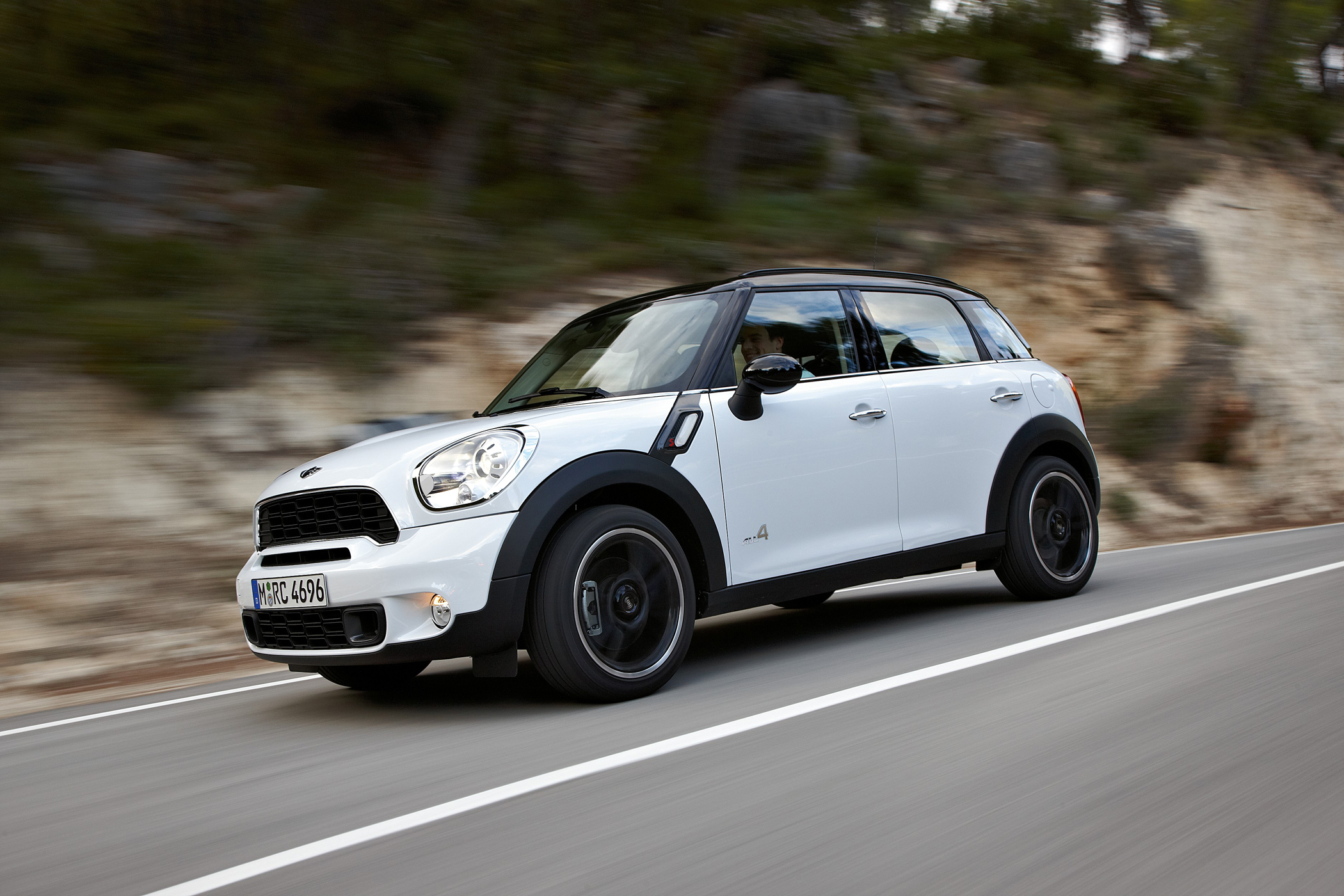 The Mini Cooper Countryman Is Both Longer And Taller Than Its Sibling Models It Provides S Iconic Go Kart Driving Sensation But With Additional E