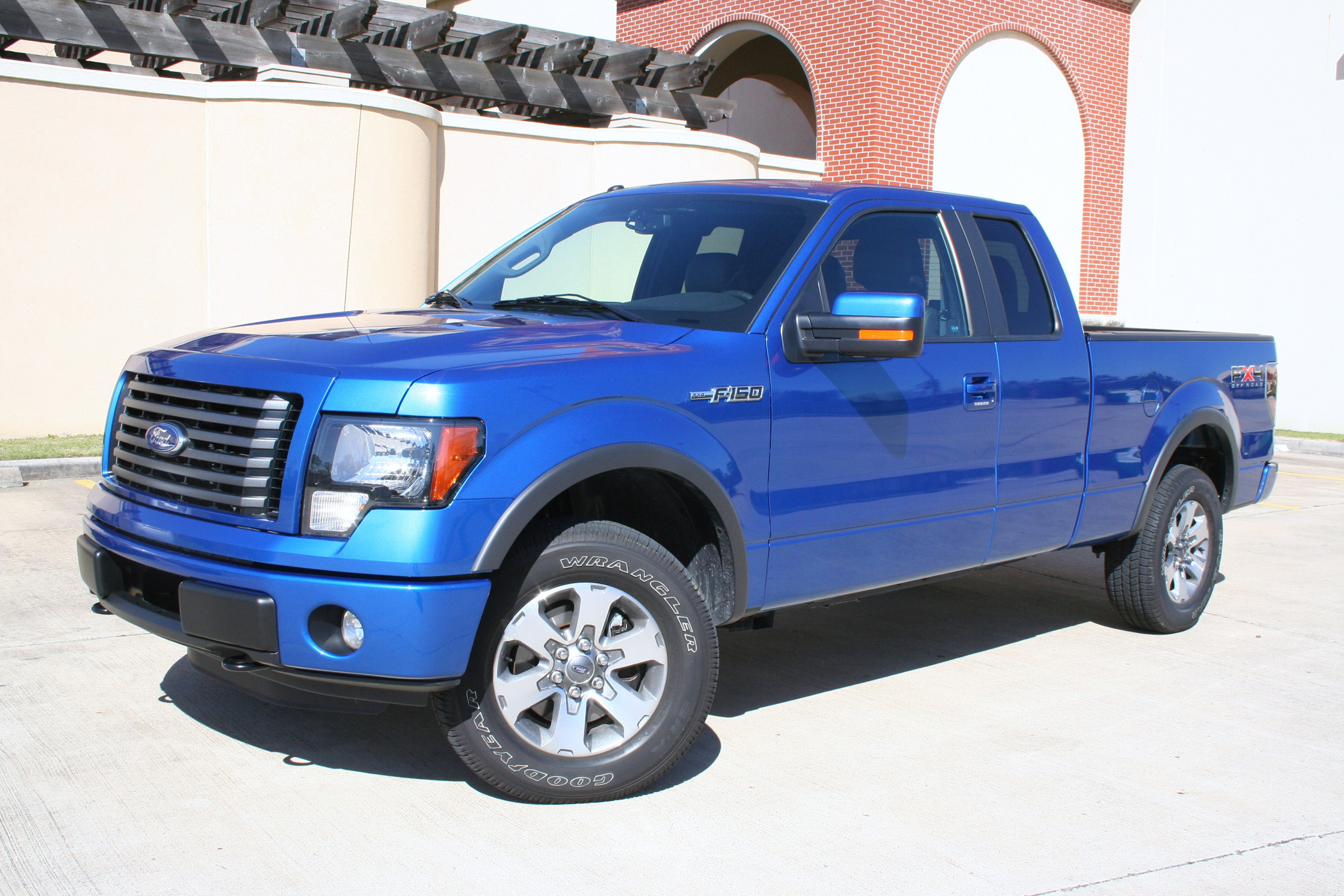 2011 ford f 150 fx4 supercab rugged and refined truck talk groovecar. Black Bedroom Furniture Sets. Home Design Ideas