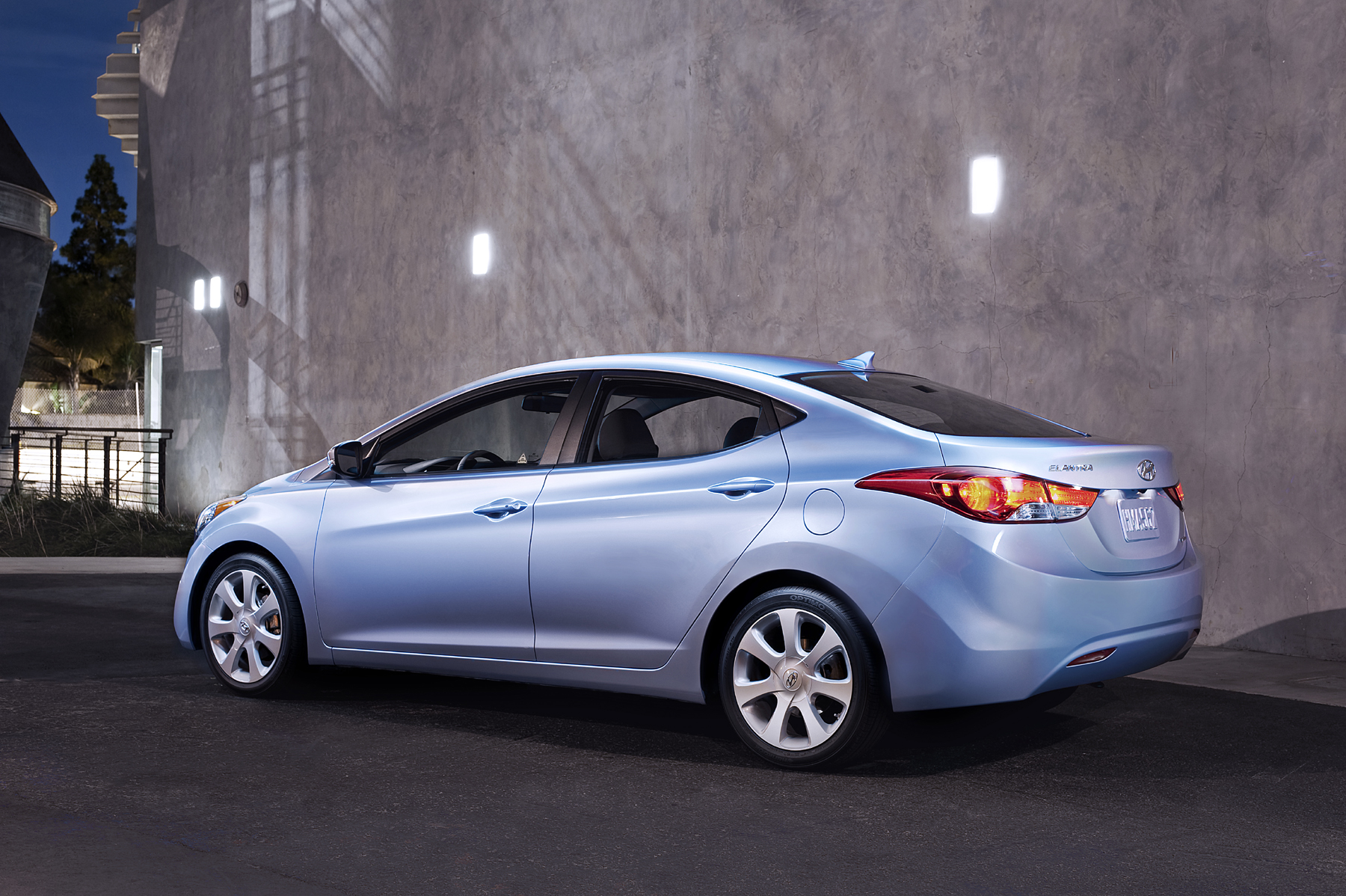 2011 Hyundai Elantra 40 MPG and Priced Below 15 Grand New on