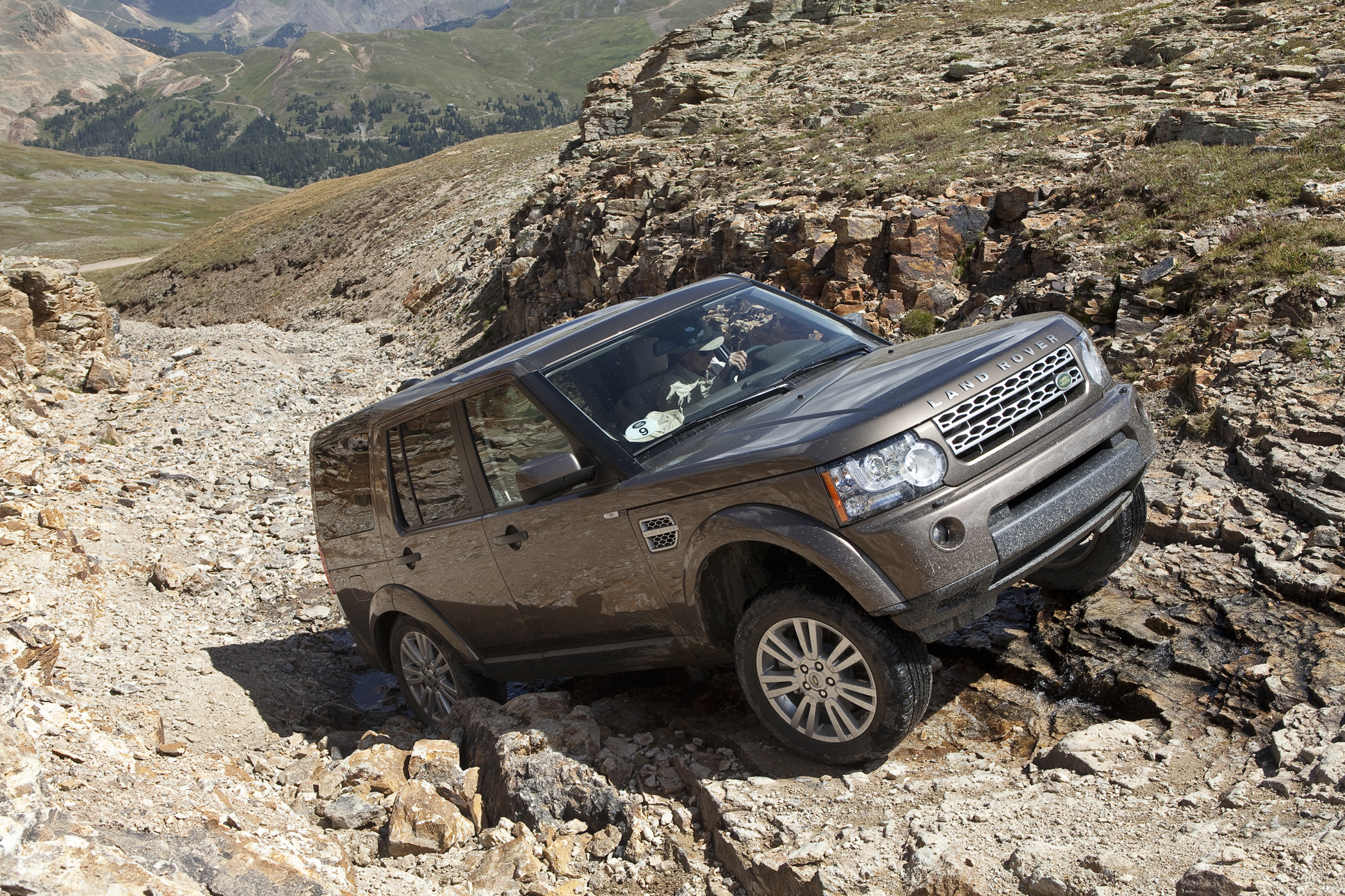 Land Rover LR4 -- Luxury SUV with Tough Off-Road Powers - Get Off ...