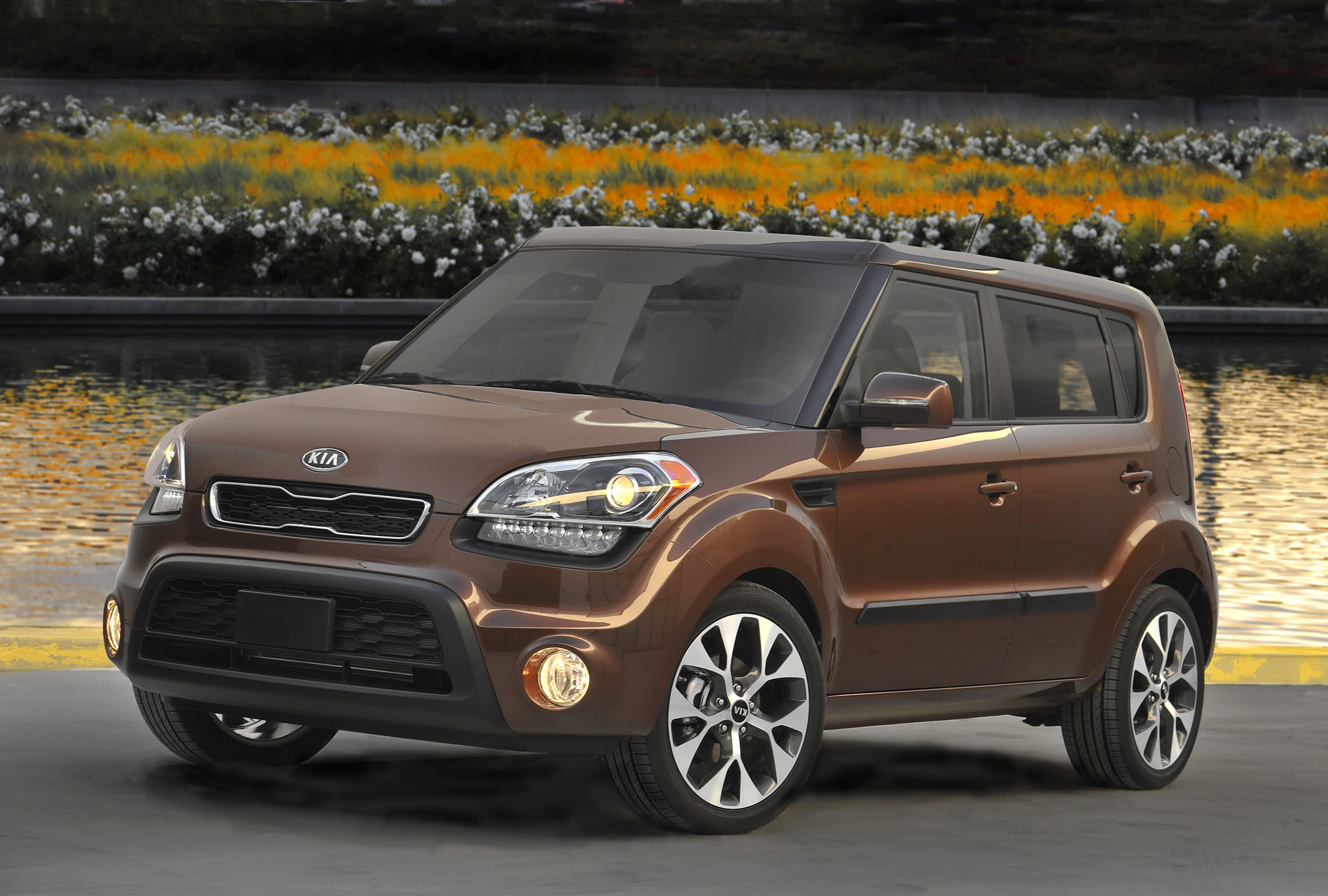 Manufacturer photo: The Kia Soul hatchback enters the 2012 model year with a fresh and updated look and more power