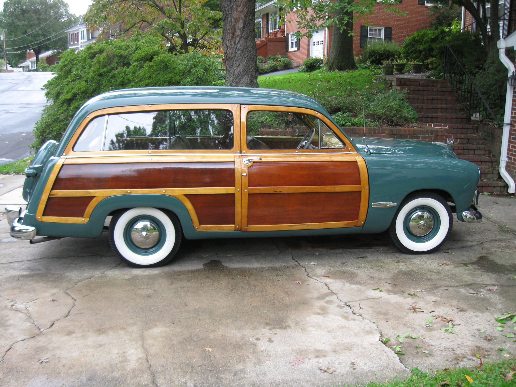 A total of 31412 two door eight passenger custom ford station wagons were produced