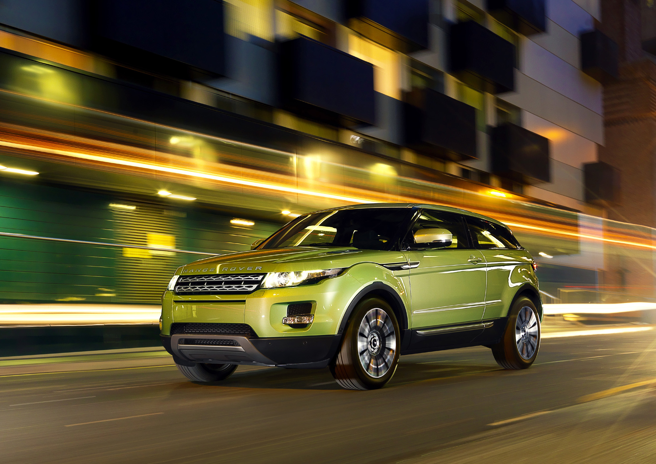 Under the Range Rover Evoqueu0027s stylish skin is &le proof that the relationship between Land Rover and its former owner Ford is alive and well. & Land Rover Drives Outside the Box with All-New 2012 Evoque - Down ... Aboutintivar.Com