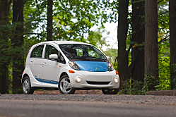 Mitsubishi Jumps into Electric Car Market with 2012 i-MiEV