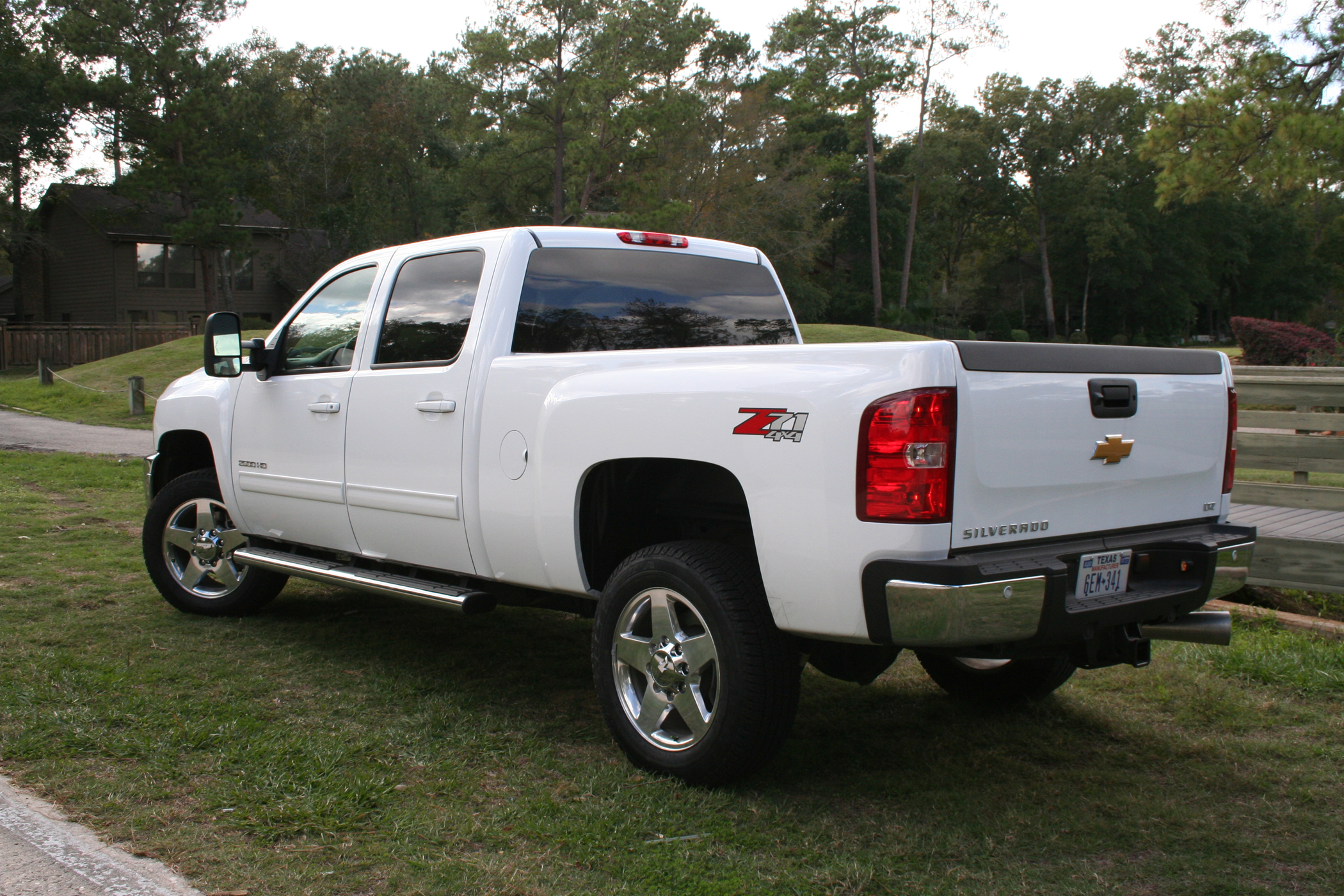 chevy silverado 2500hd heaps on the enhancements for 2012. Black Bedroom Furniture Sets. Home Design Ideas