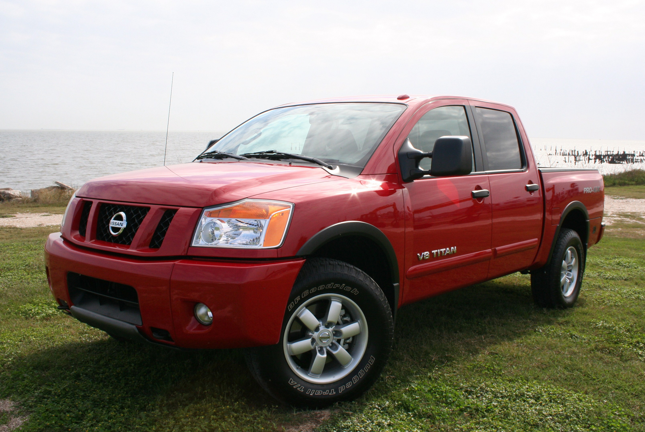 2012 nissan titan pro 4x big capability comfort truck talk groovecar. Black Bedroom Furniture Sets. Home Design Ideas