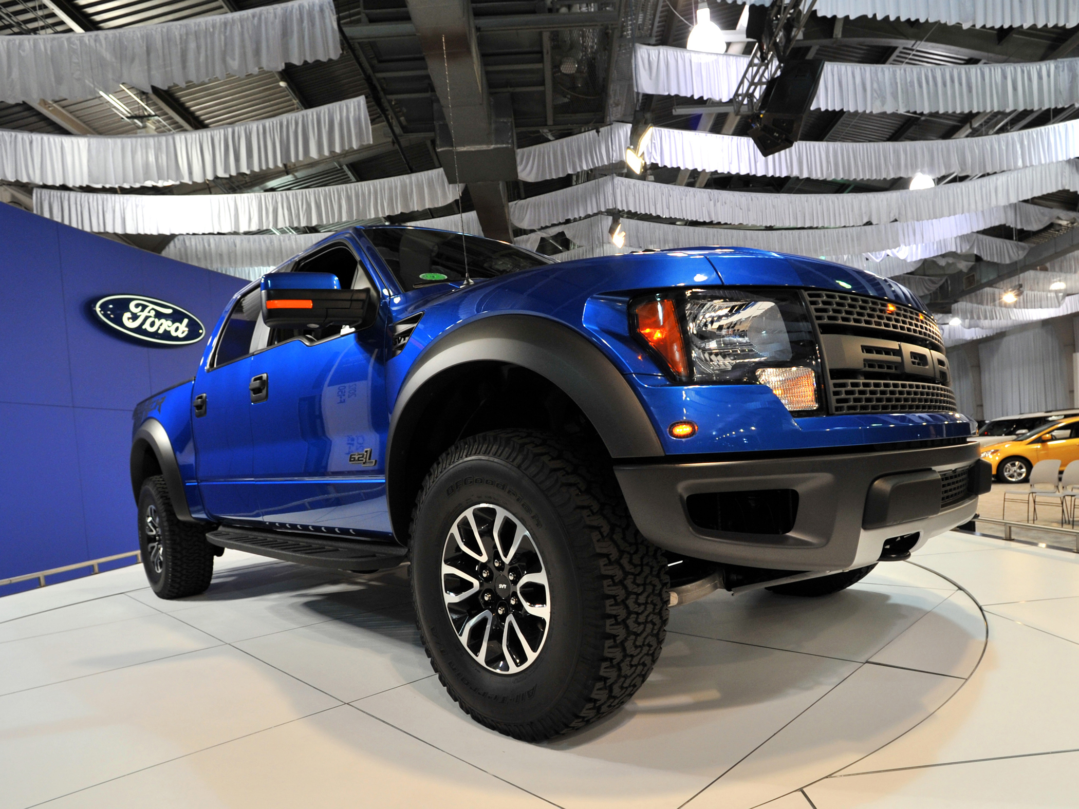 the 16 valve 62 liter v 8 sohc engine is the standard engine on the 2012 raptors it puts out 411 horsepower and 434 lb ft of torque - 2012 Ford F 150 Svt Raptor