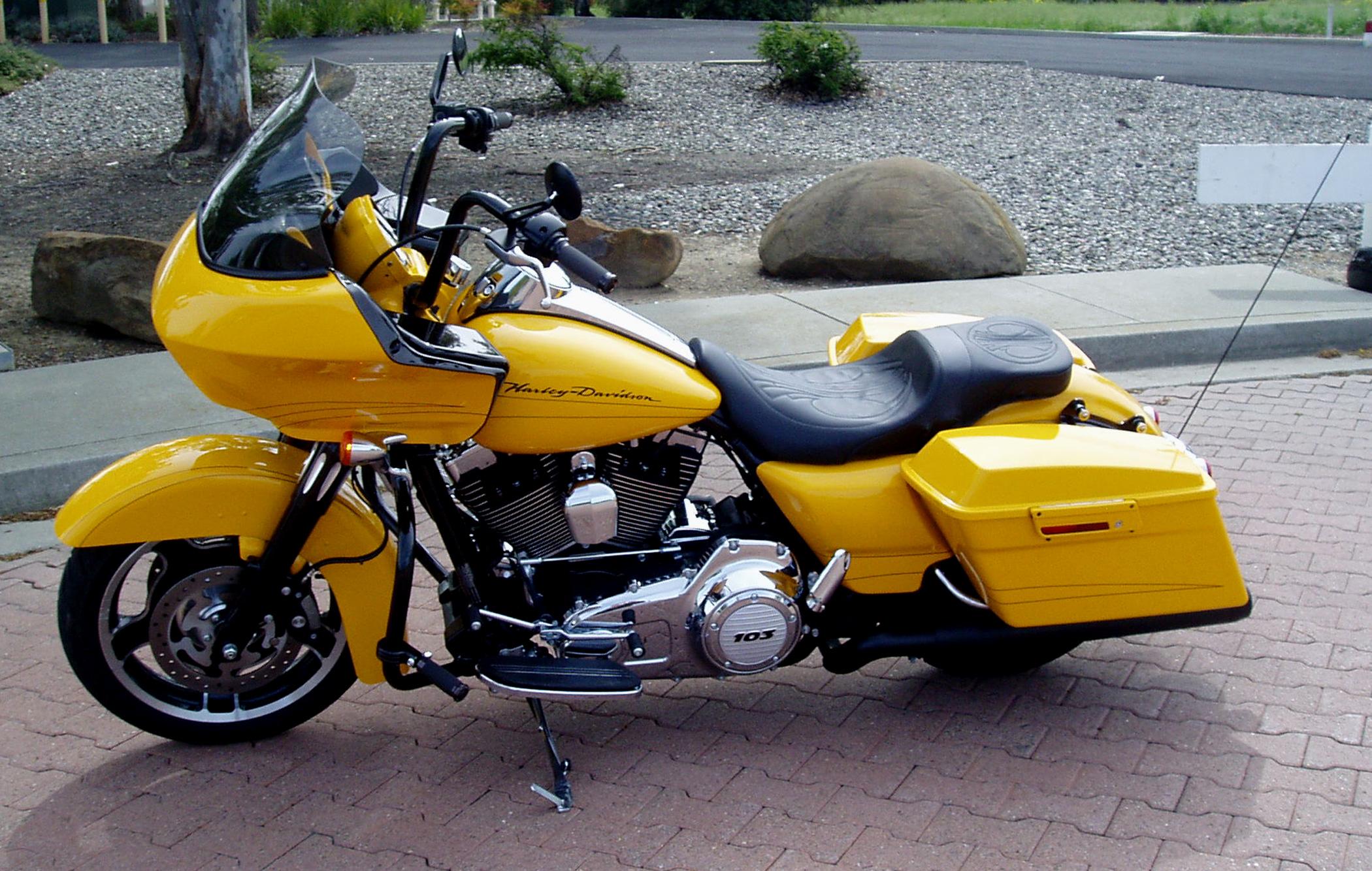 Harley-Davidson Road Glide Custom: One Slick Bagger - 2