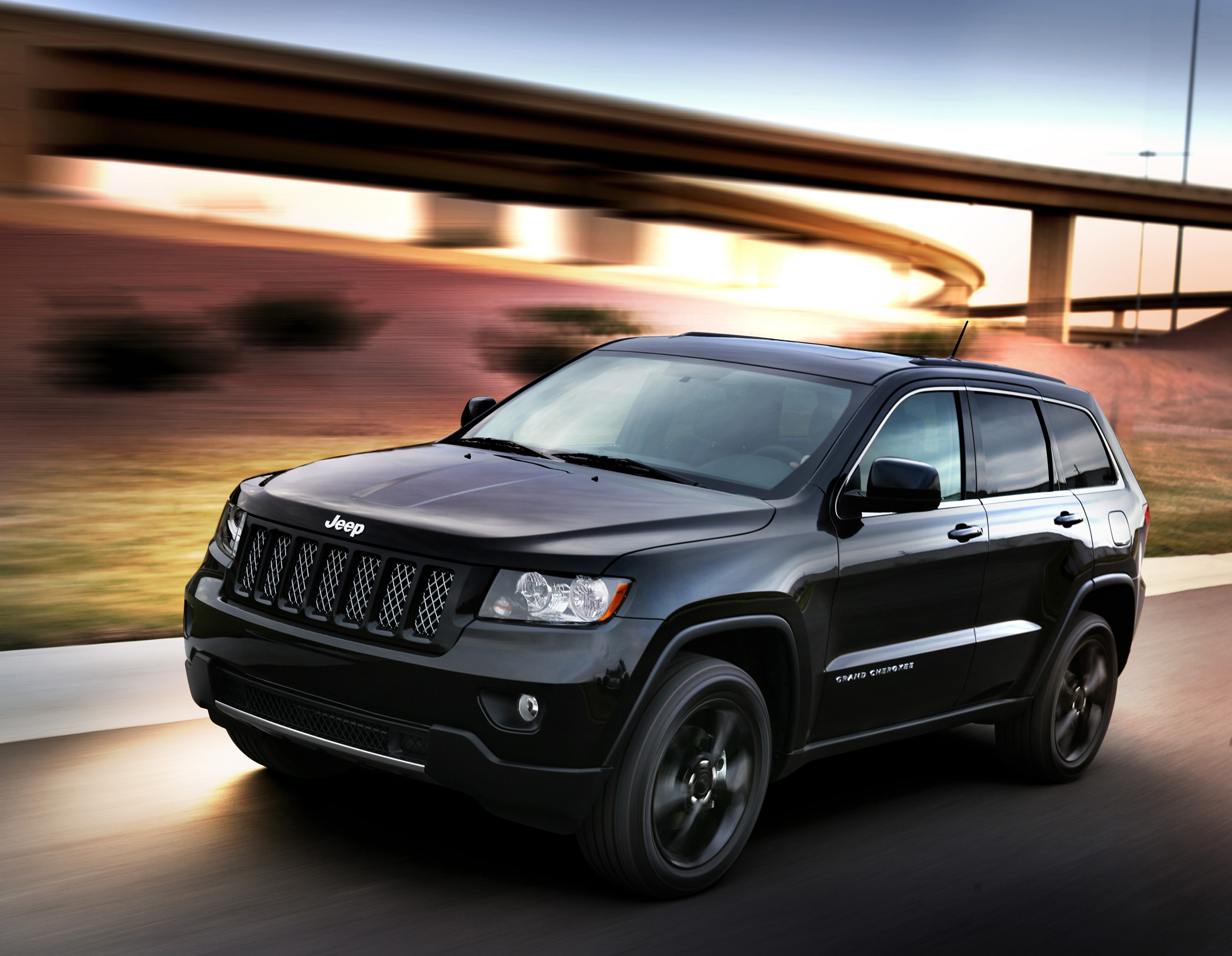 "Manufacturer photo: The Grand Cherokee Altitude edition combines a variety of exterior design changes to create a unique model with an aggressive chrome and ""blacked-out"" look"