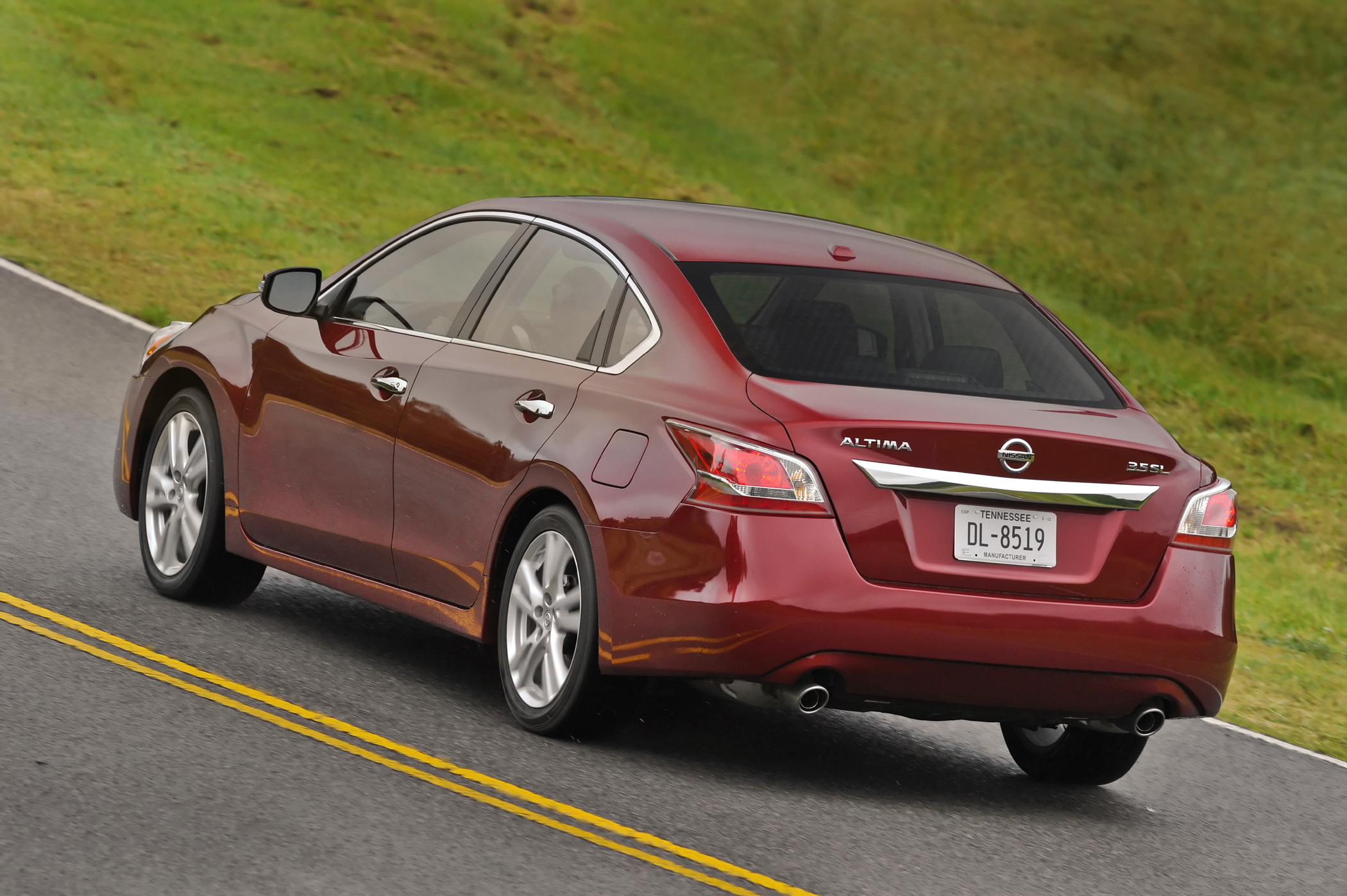 2013 nissan altima all new sedan earns 38 mpg new on. Black Bedroom Furniture Sets. Home Design Ideas