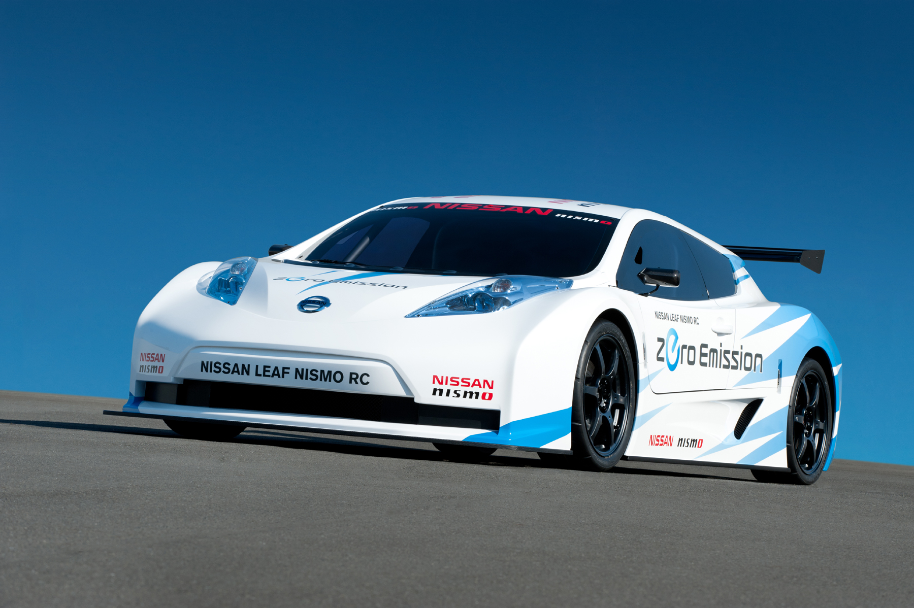 Manufacturer photo: The Nissan Leaf Nismo RC uses the same motor and battery as the consumer Leaf, but in a more aerodynamic design with a spoiler and race-size tires