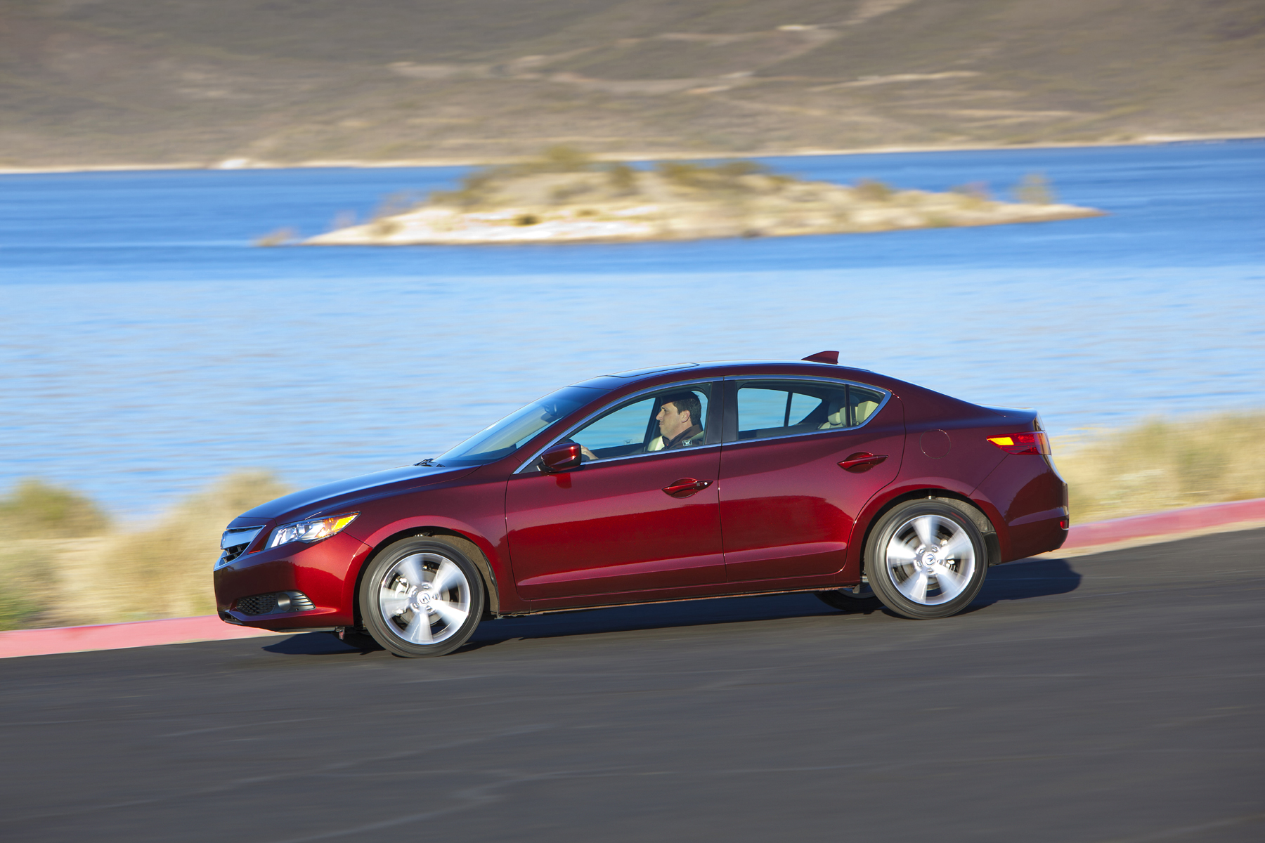 2013 acura ilx designed for the starter buyer new on wheels groovecar. Black Bedroom Furniture Sets. Home Design Ideas