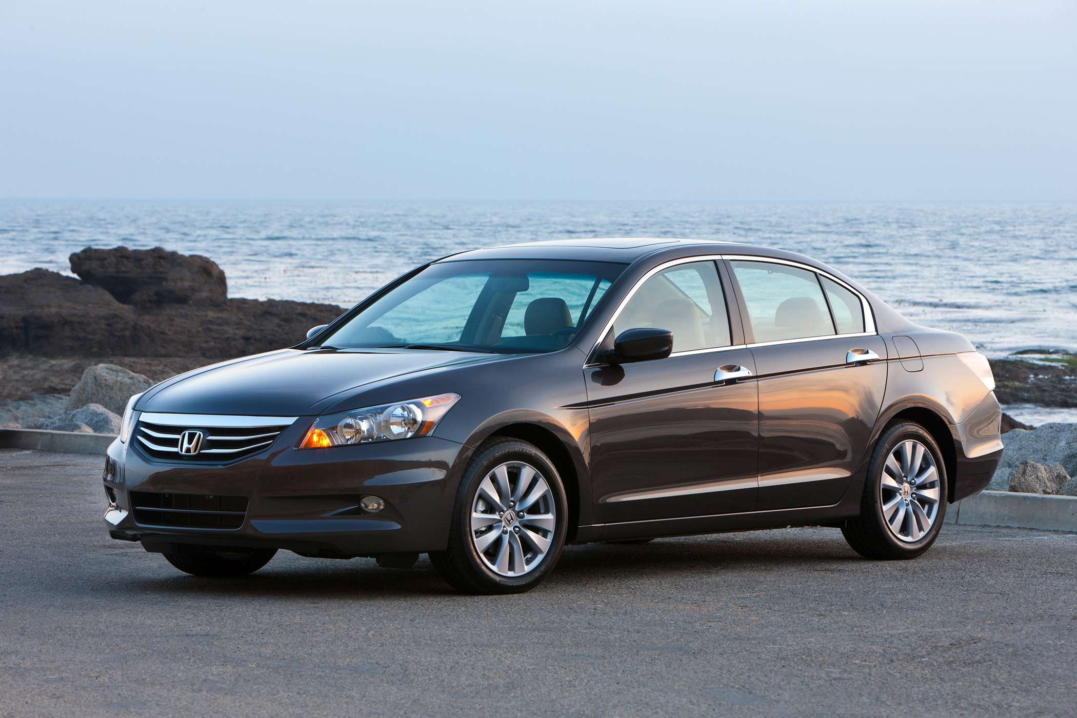Manufacturer photo: 2012 Honda Accord