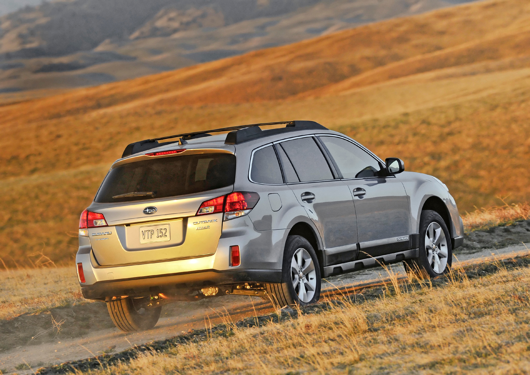 2013 subaru outback new engine revised styling bonus wheels outback 25i and 25i premium models offer a choice between a standard 6 speed manual transmission and the second generation lineartronic cvt the latter is vanachro Gallery