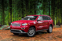2014 Grand Cherokee Plays on Rocks and Roads