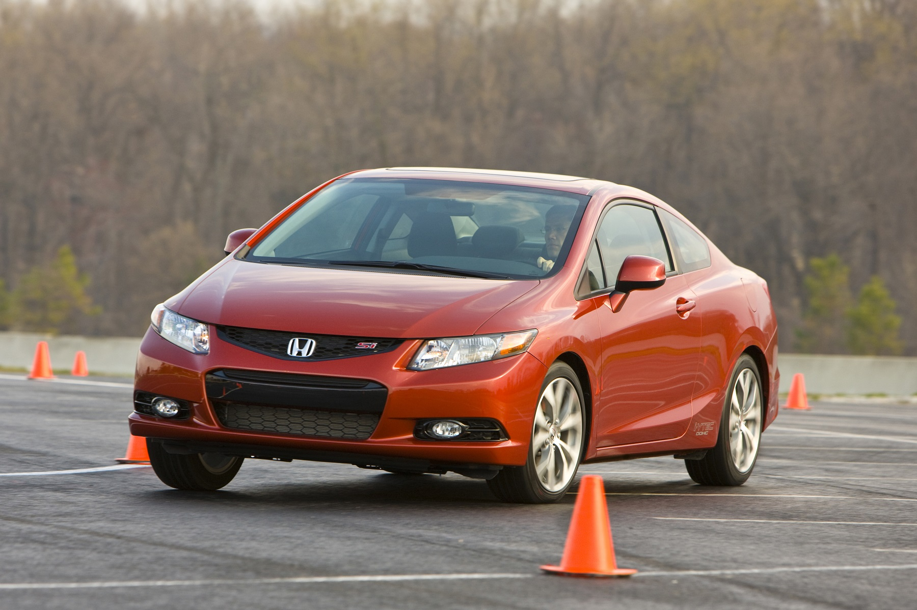 Honda Civic Si Coupe: Affordable Performer - New on Wheels - - GrooveCar