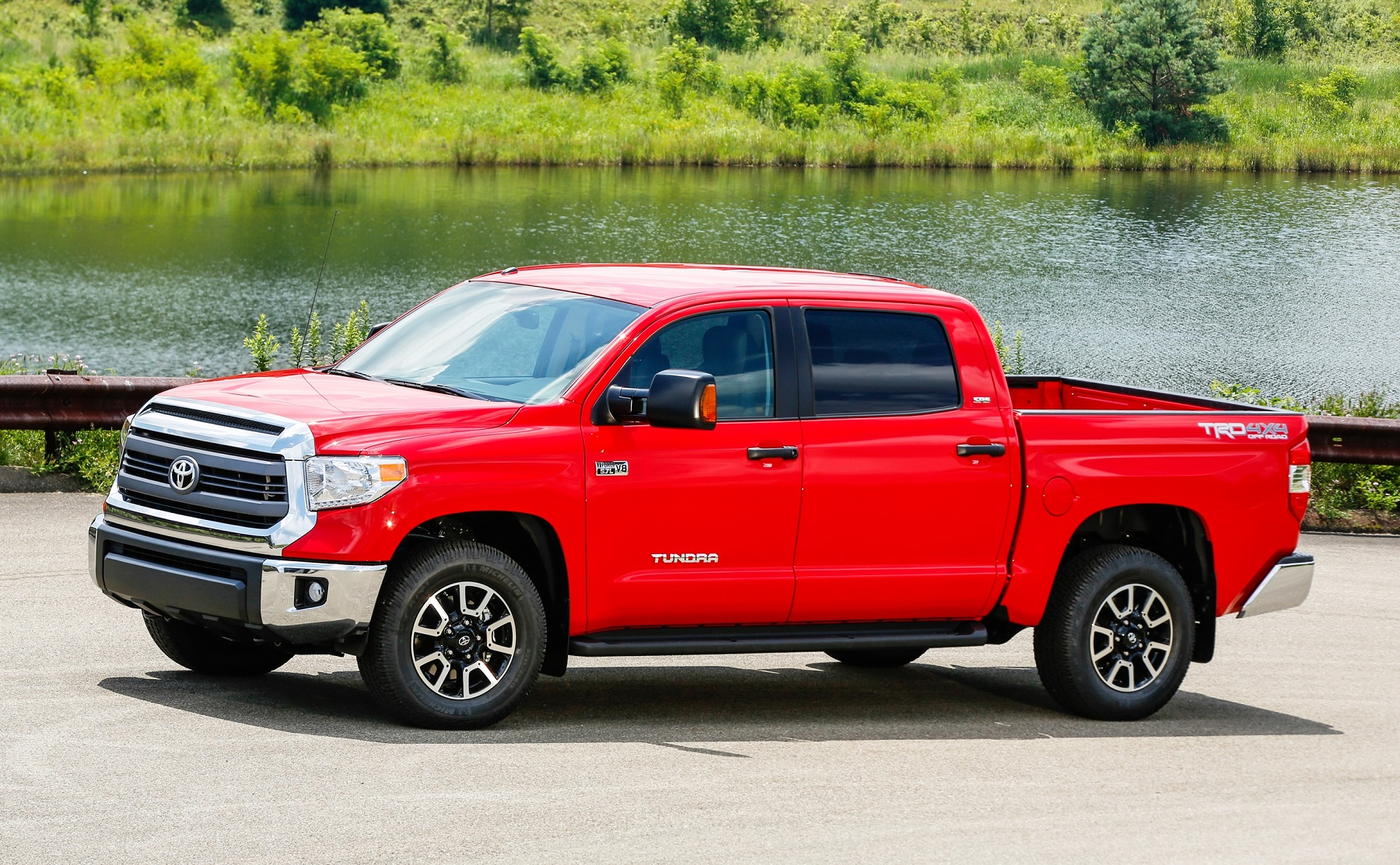 toyota boosts info entertainment in 2014 tundra truck. Black Bedroom Furniture Sets. Home Design Ideas