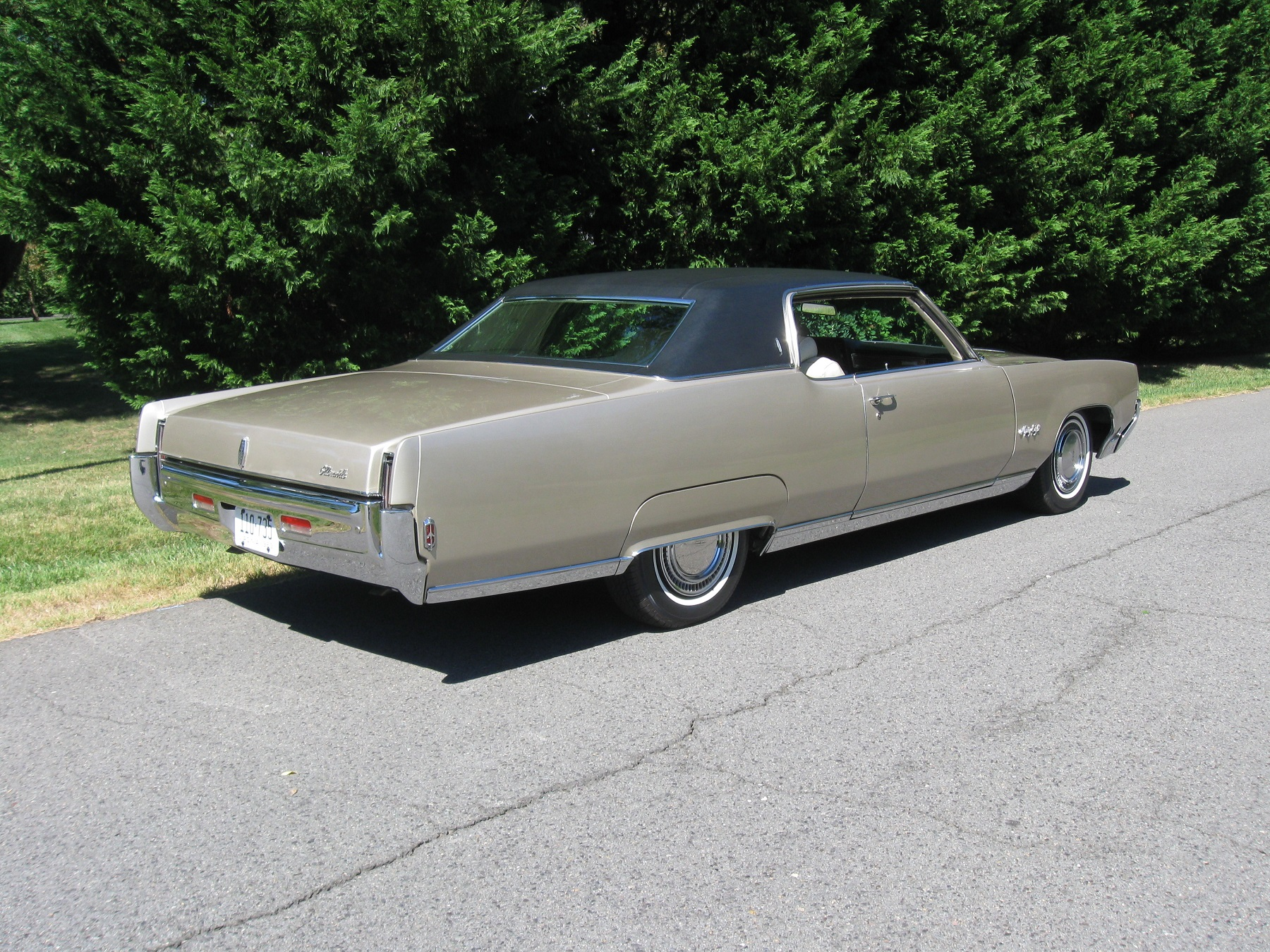 Holiday Coupe: Sporty Oldsmobile - Classic Classics - - GrooveCar