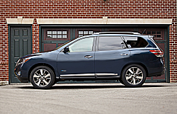 2014 Pathfinder: Nissan Travels the Hybrid Path