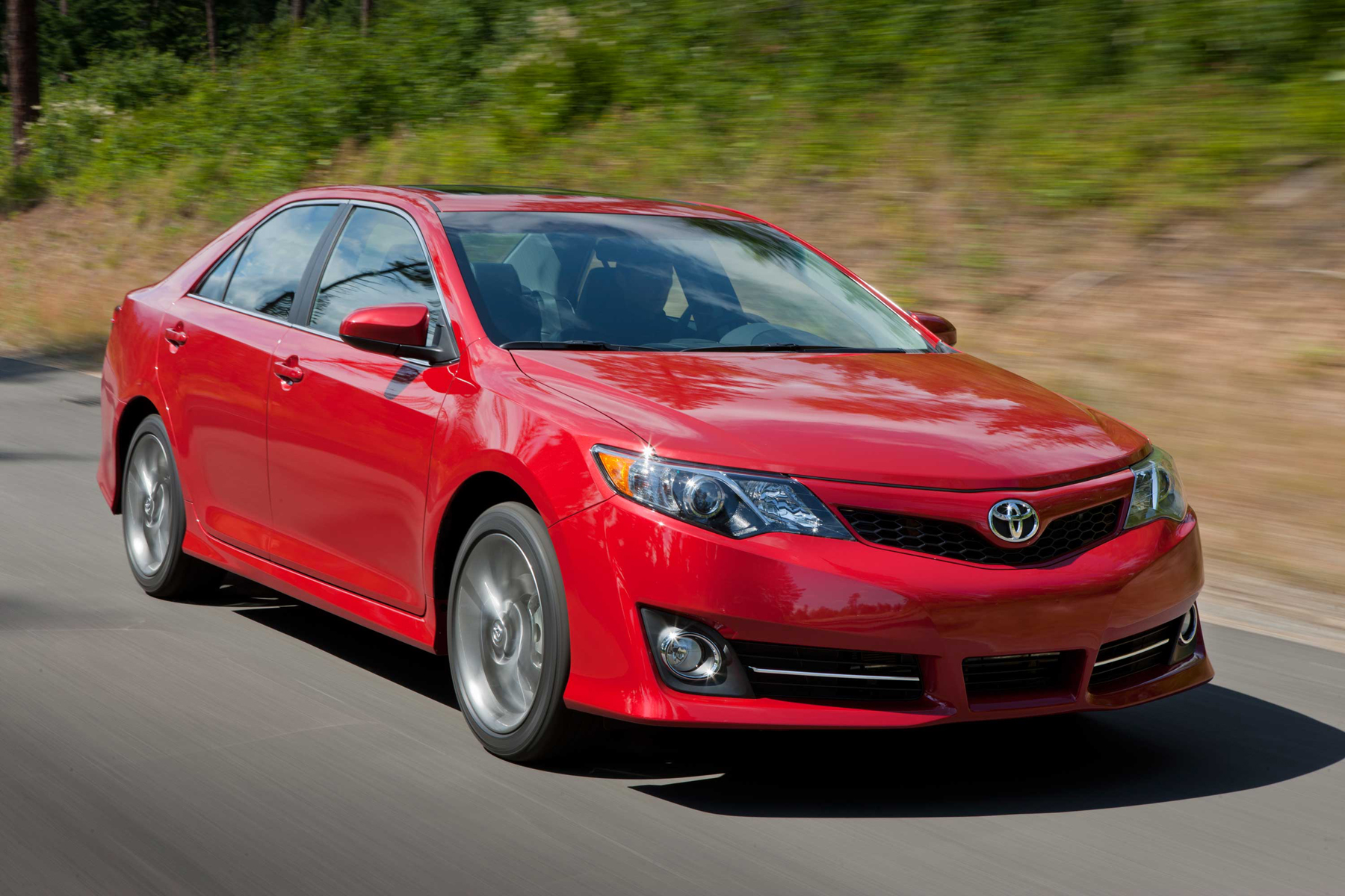 Manufacturer photo: 2013 Toyota Camry