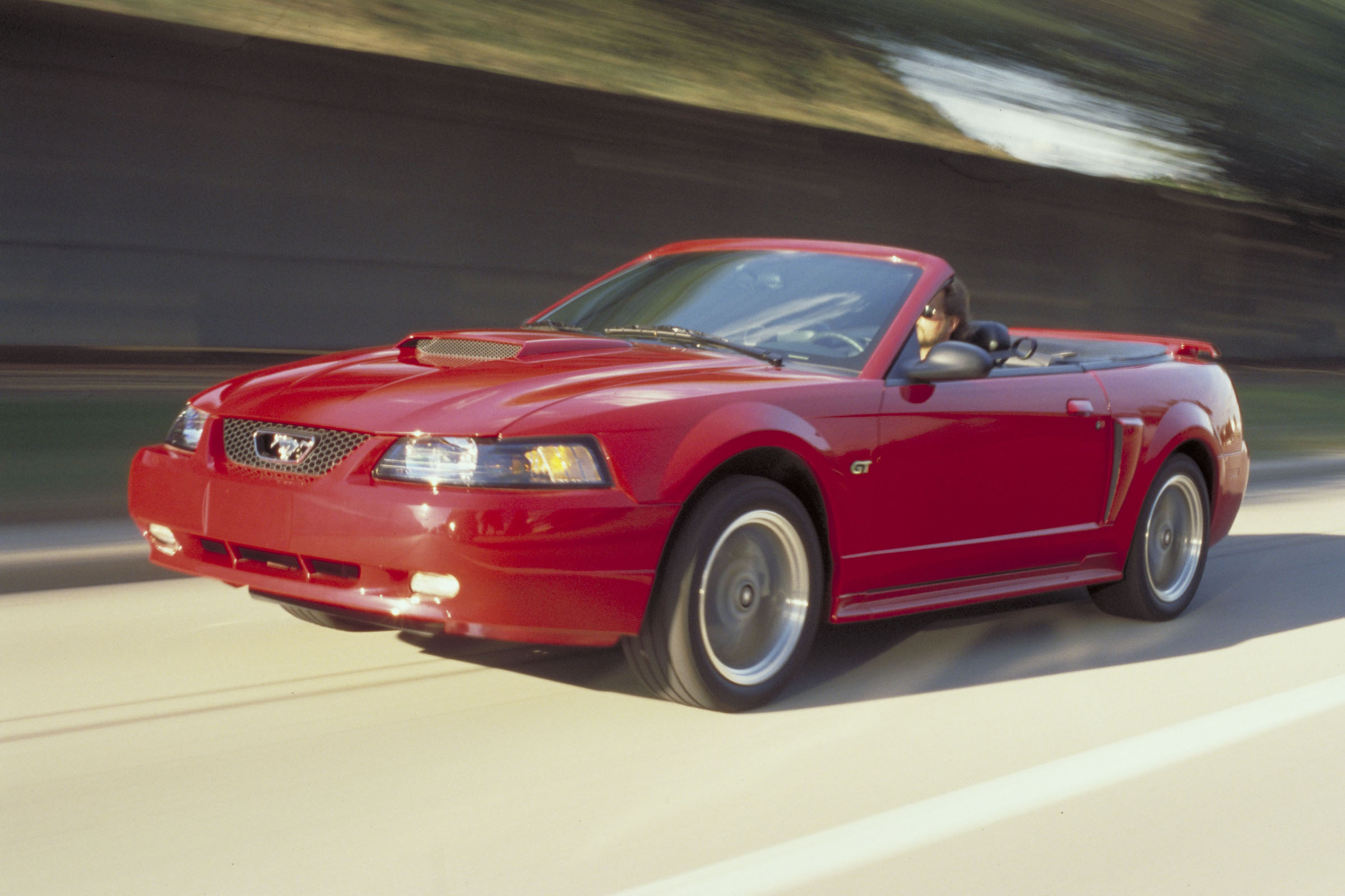 Manufacturer Photo 2002 Ford Mustang