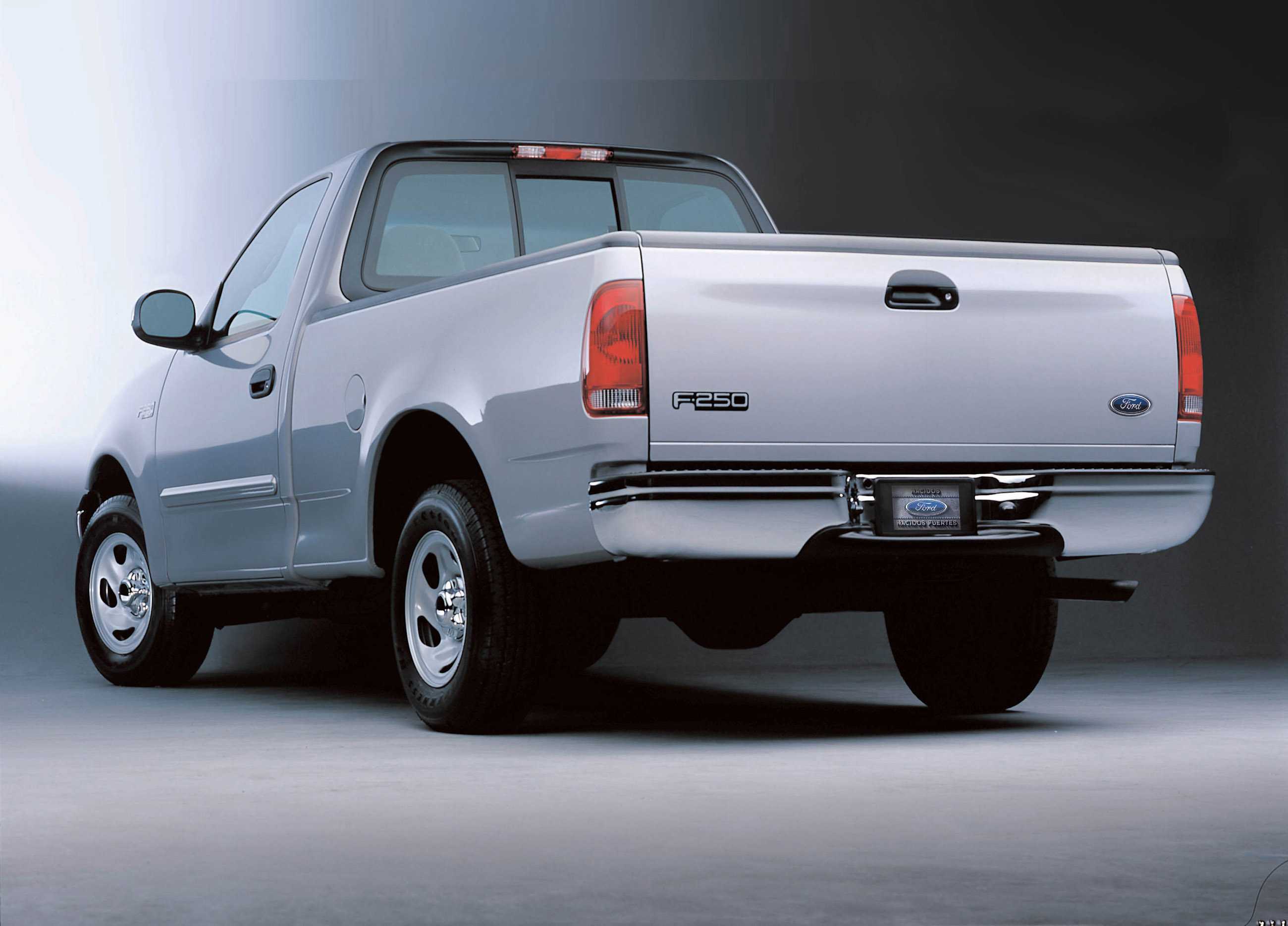 Manufacturer photo: 2003 Ford Super Duty