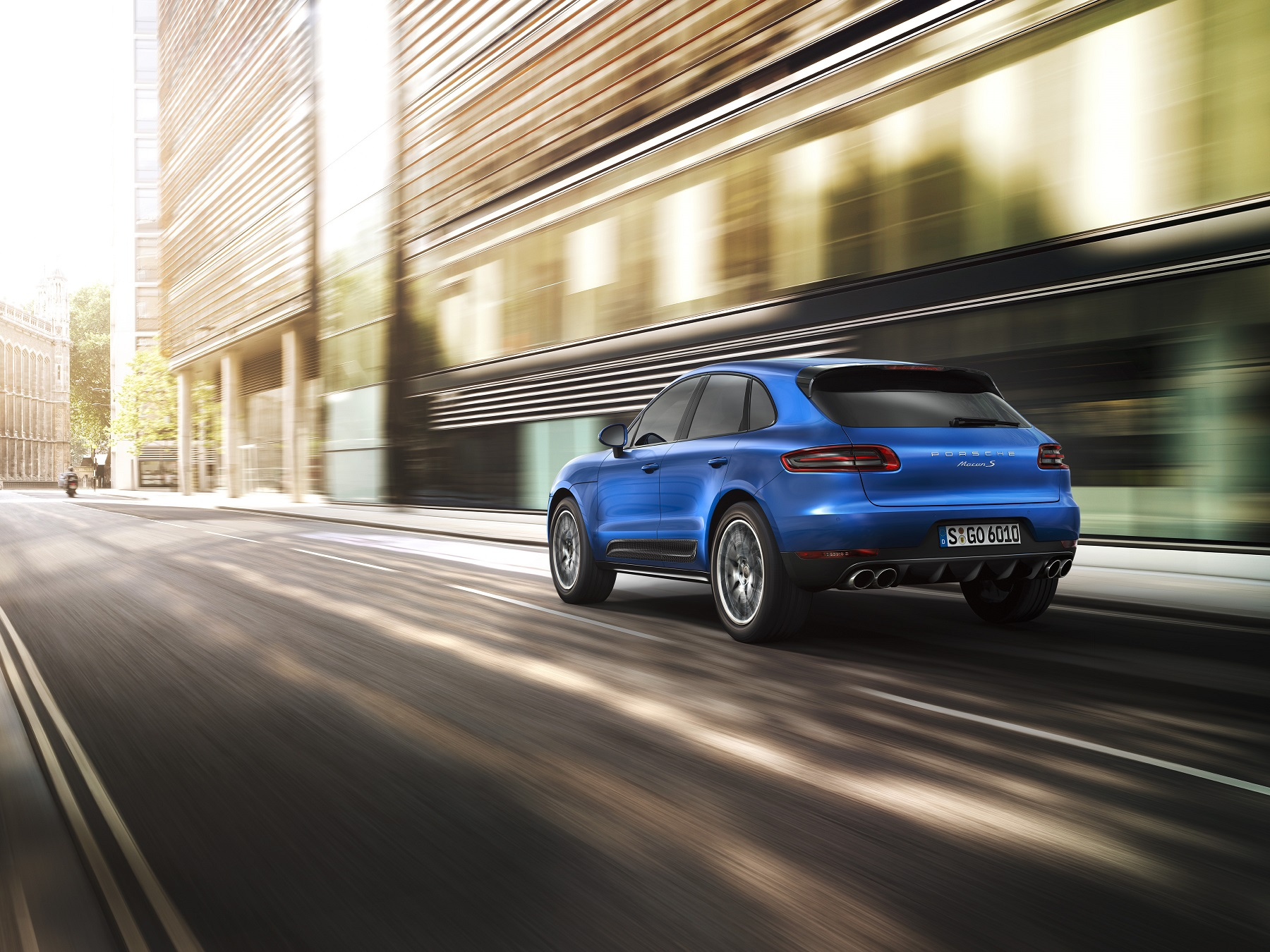 Manufacturer photo: The 2015 Porsche Macan is poised to set new standards in the field of driving dynamics and enjoyment -- on both pavement and off road trails