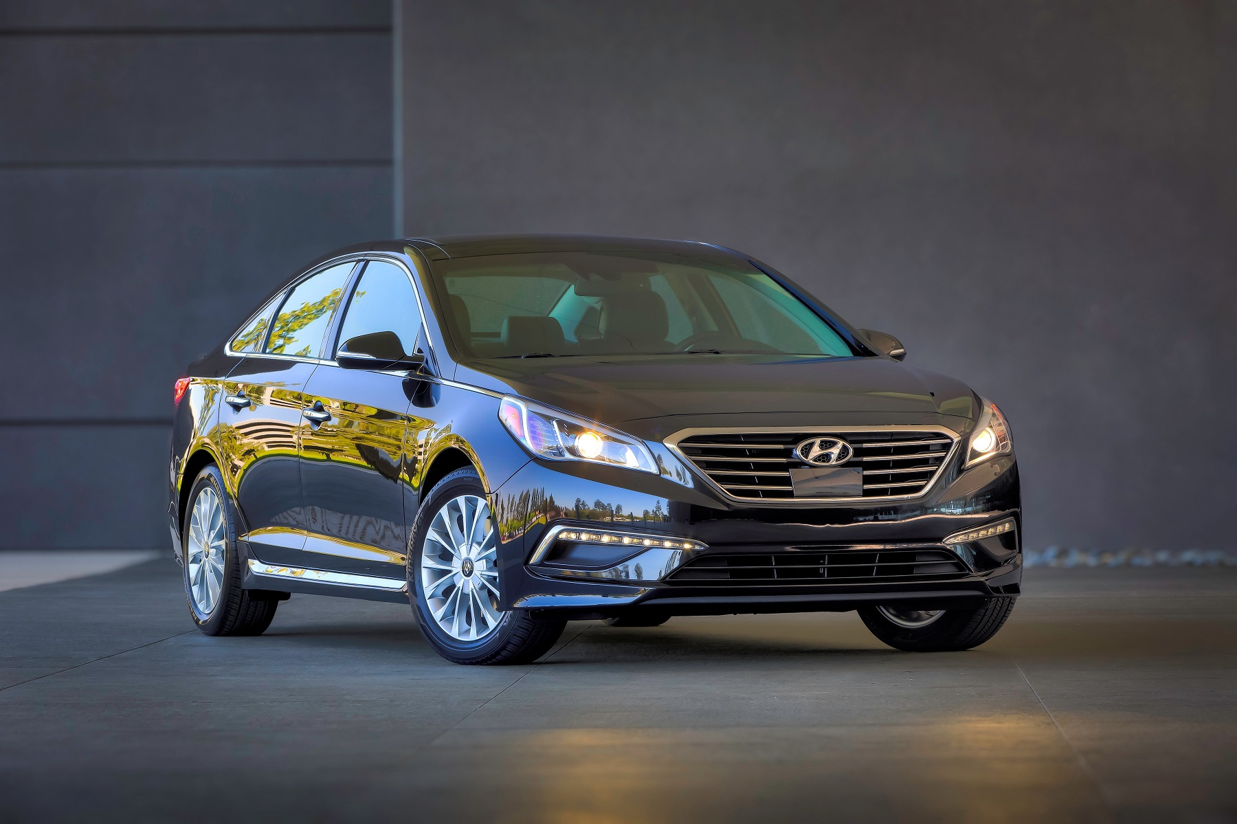 begins to in segment articles volume hyundai sport with on a se msrp wheels raising be for expects engine limited the followed at trim its midsize by new sonata pricing liter model bar