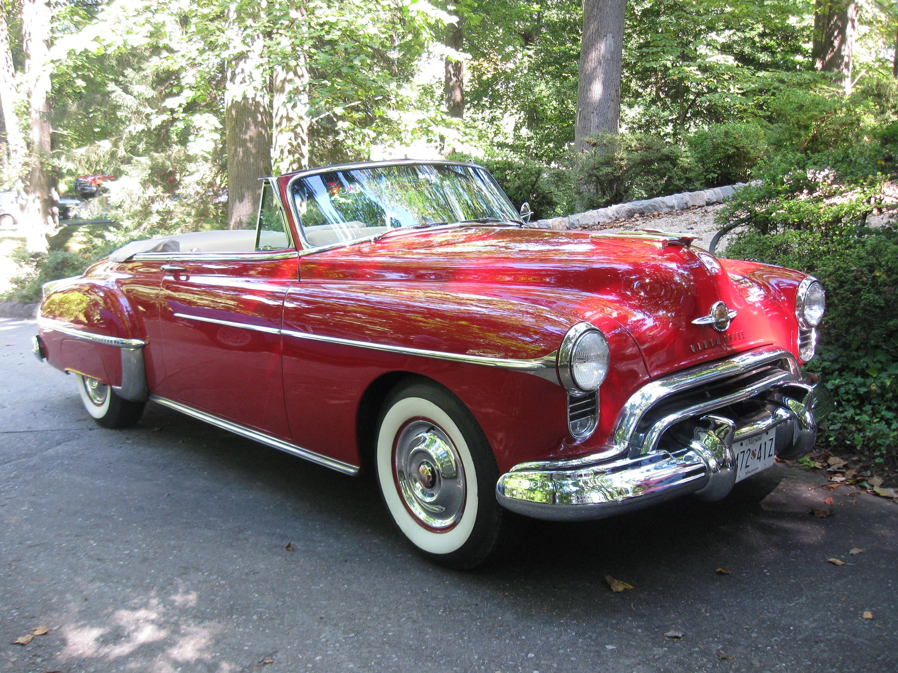 https://www.groovecar.com/media/images/articles/2014/10/classic-classics/1950-oldsmobile-88-coupe-convertible-v-8/1950-oldsmobile-88-coupe-convertible-v-8-1.jpg