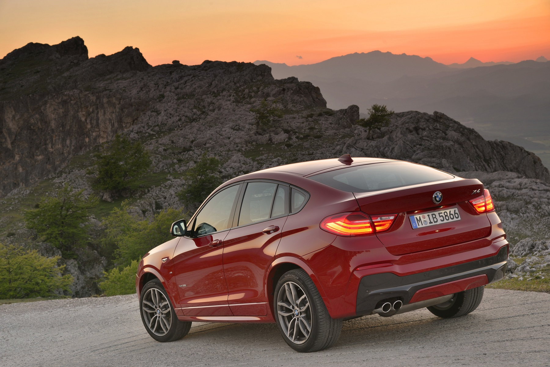 Manufacturer photo: The 2015 BMW X4 offers the premium midsize segment its first taste of the Sports Activity Coupe