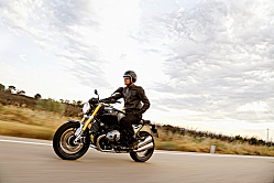 BMW R nineT: All-Out Sport Roadster