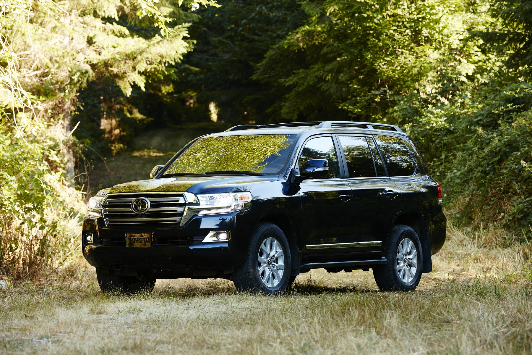 Manufacturer photo: The Land Cruiser is Toyota's ultimate-capability, ultimate-luxury SUV, and for 2016 Toyota is ratcheting up the meaning of that term
