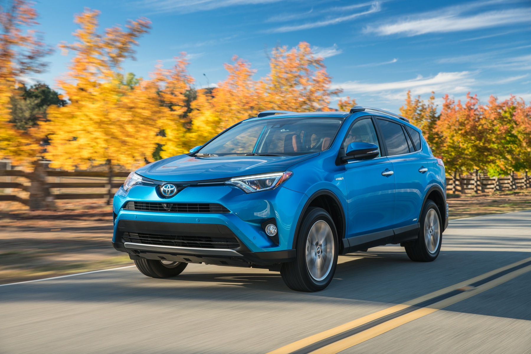 toyota rav4 hybrid new intro for 2016 get off the road groovecar. Black Bedroom Furniture Sets. Home Design Ideas