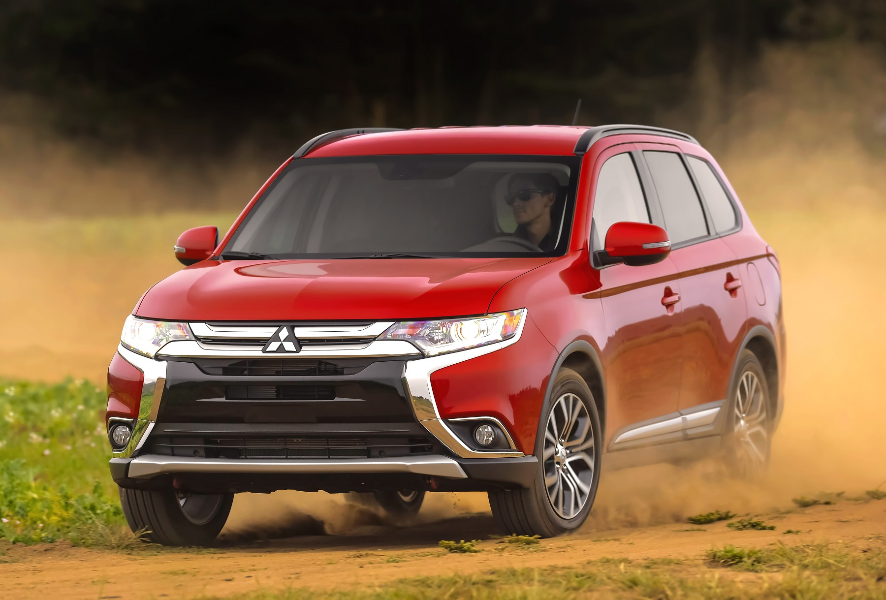 Manufacturer photo: The 2016 Mitsubishi Outlander is redesigned and reengineered to stand out in the competitive small crossover segment with its powerful and dynamic appearance and refined driving experience