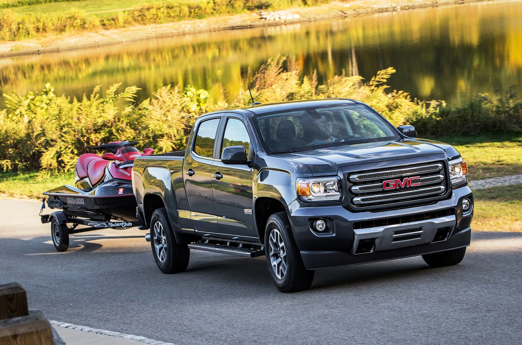 gmc canyon beefed up with duramax muscle all terrain skill truck talk groovecar. Black Bedroom Furniture Sets. Home Design Ideas